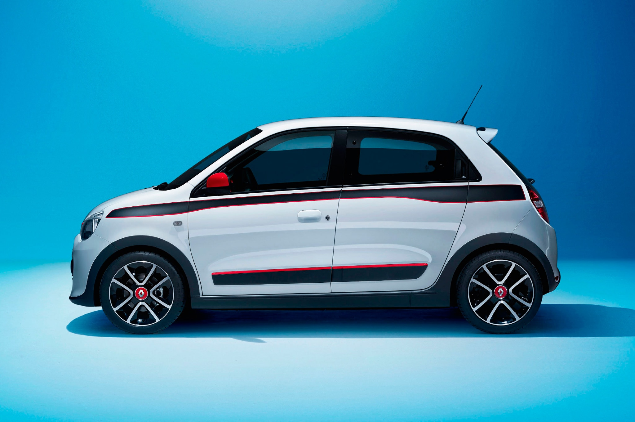 2015 Renault Twingo in white side view new smart based renault twingo debuts in geneva automobile magazine renault twingo fuse box diagram at gsmportal.co
