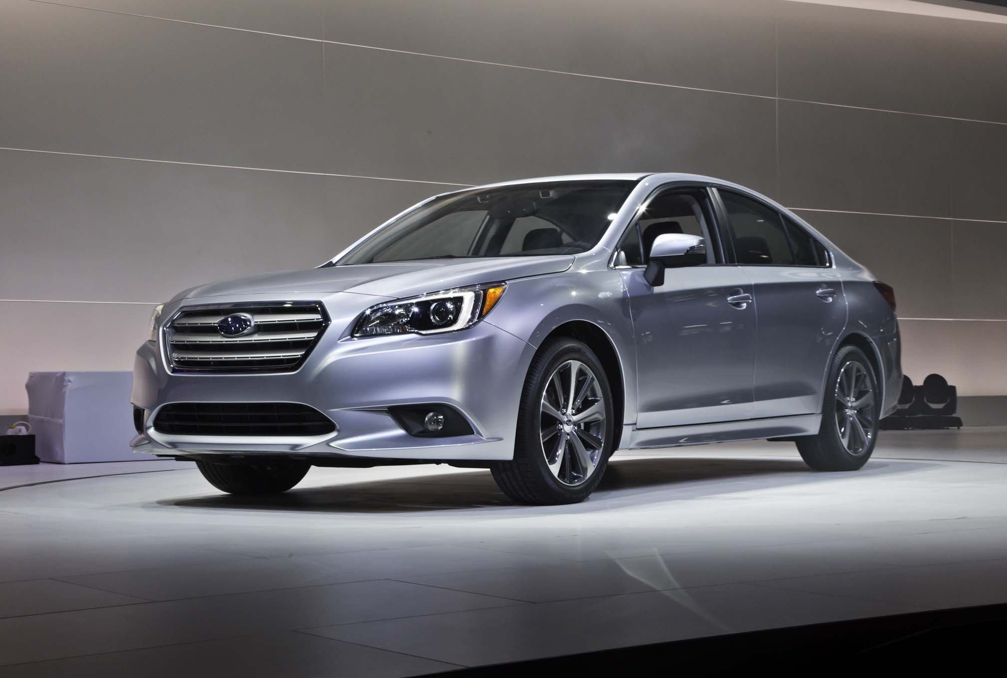 2015 Subaru Legacy Front Three Quarters 031
