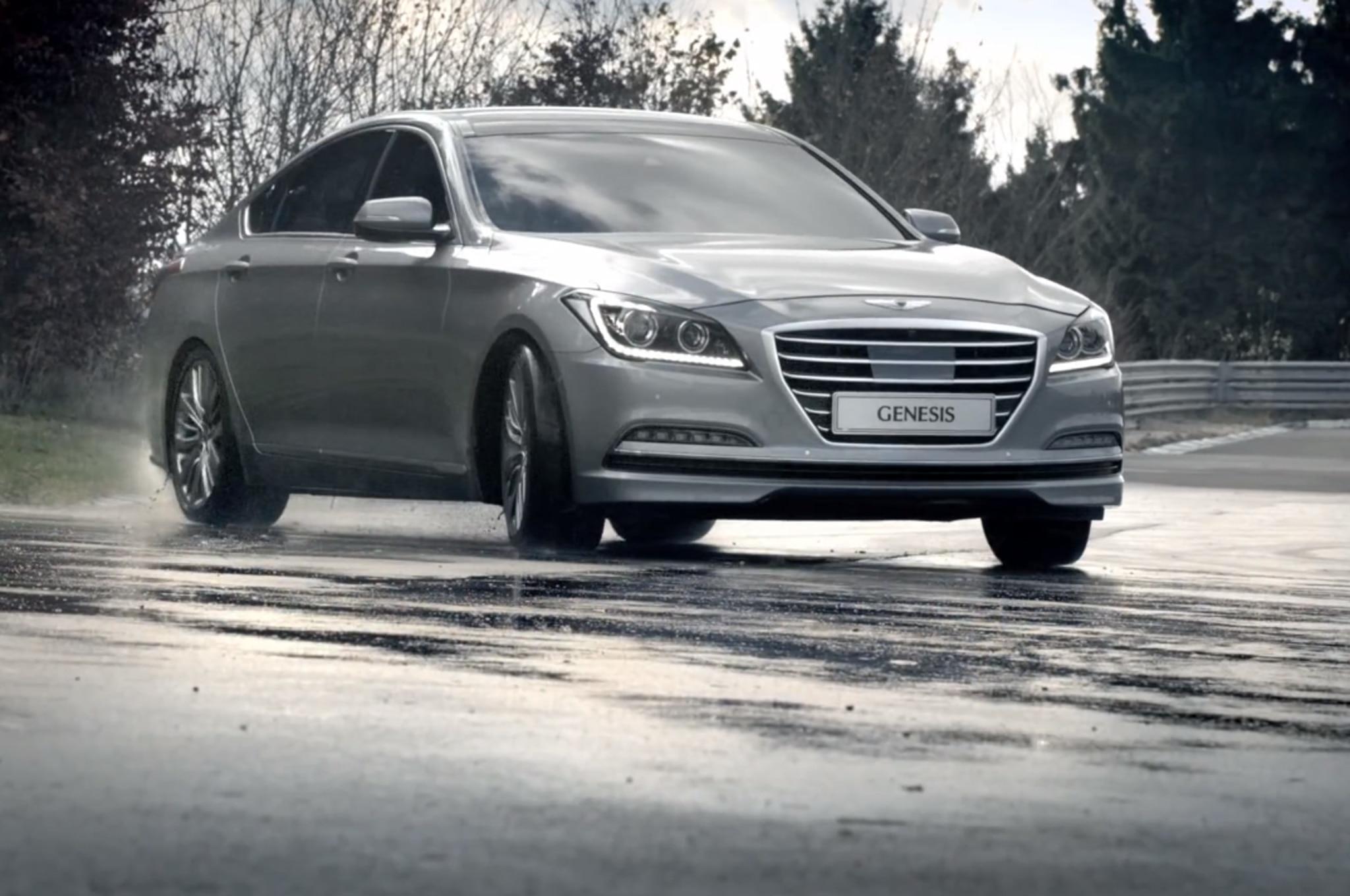 2015 Hyundai Genesis Front Three Quarter Motion