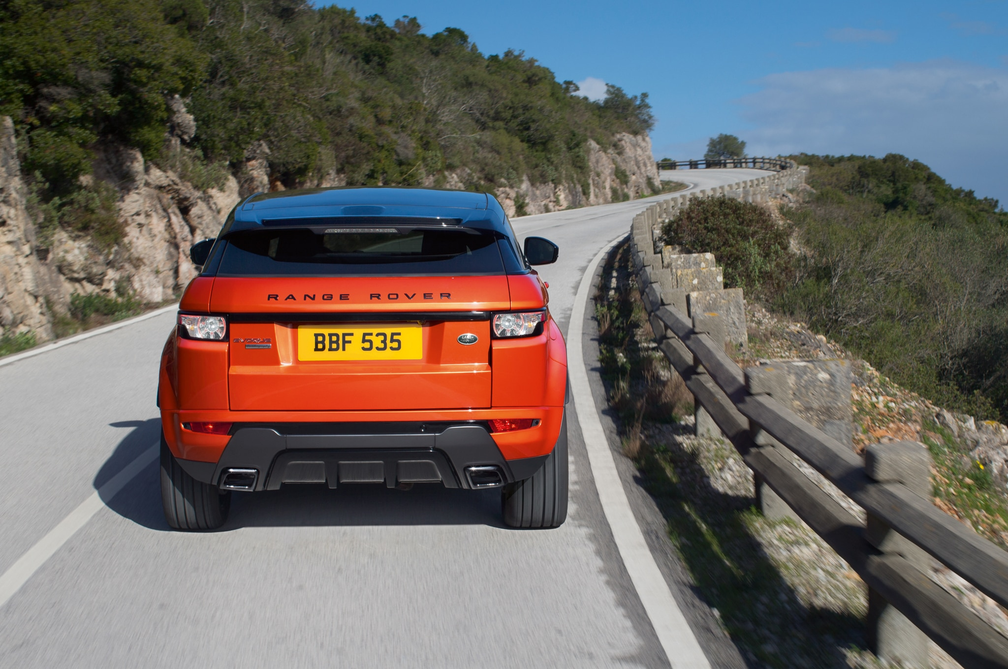 http://st.automobilemag.com/uploads/sites/11/2014/02/2015-land-rover-range-rover-evoque-autobiography-dynamic-rear-in-motion.jpg