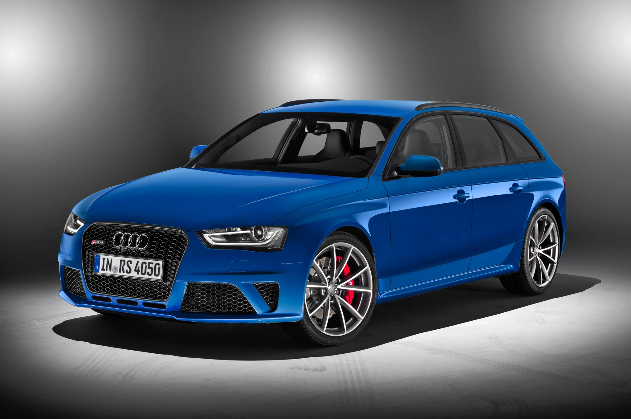 Audi Rs 4 Avant Nogaro Front Three Quarter1