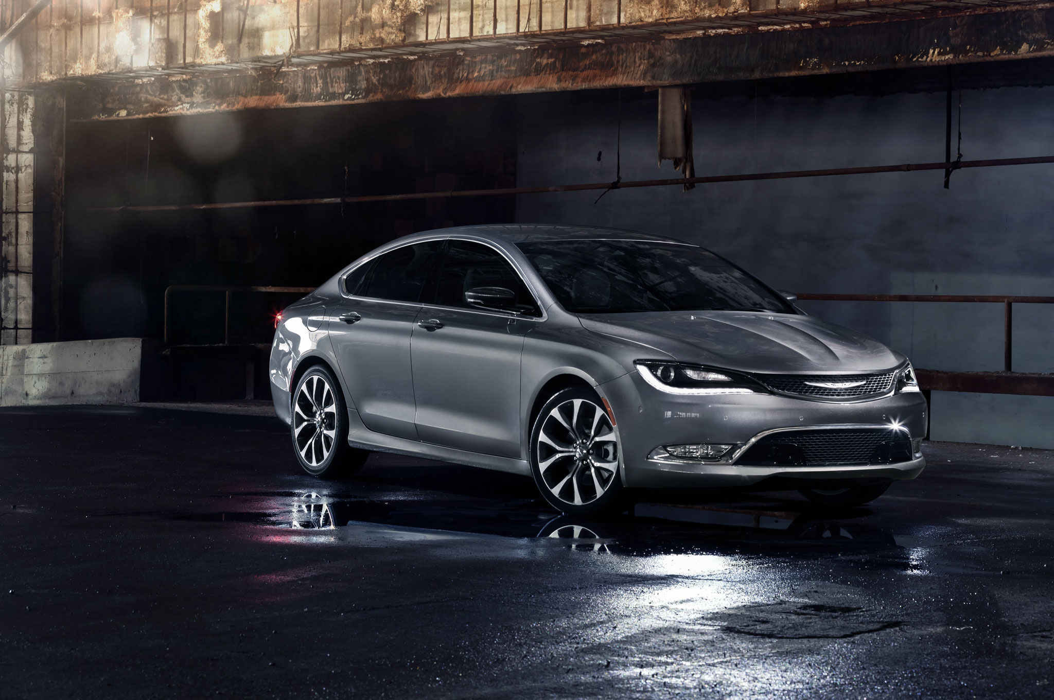 Chrysler 200 Front Right View1