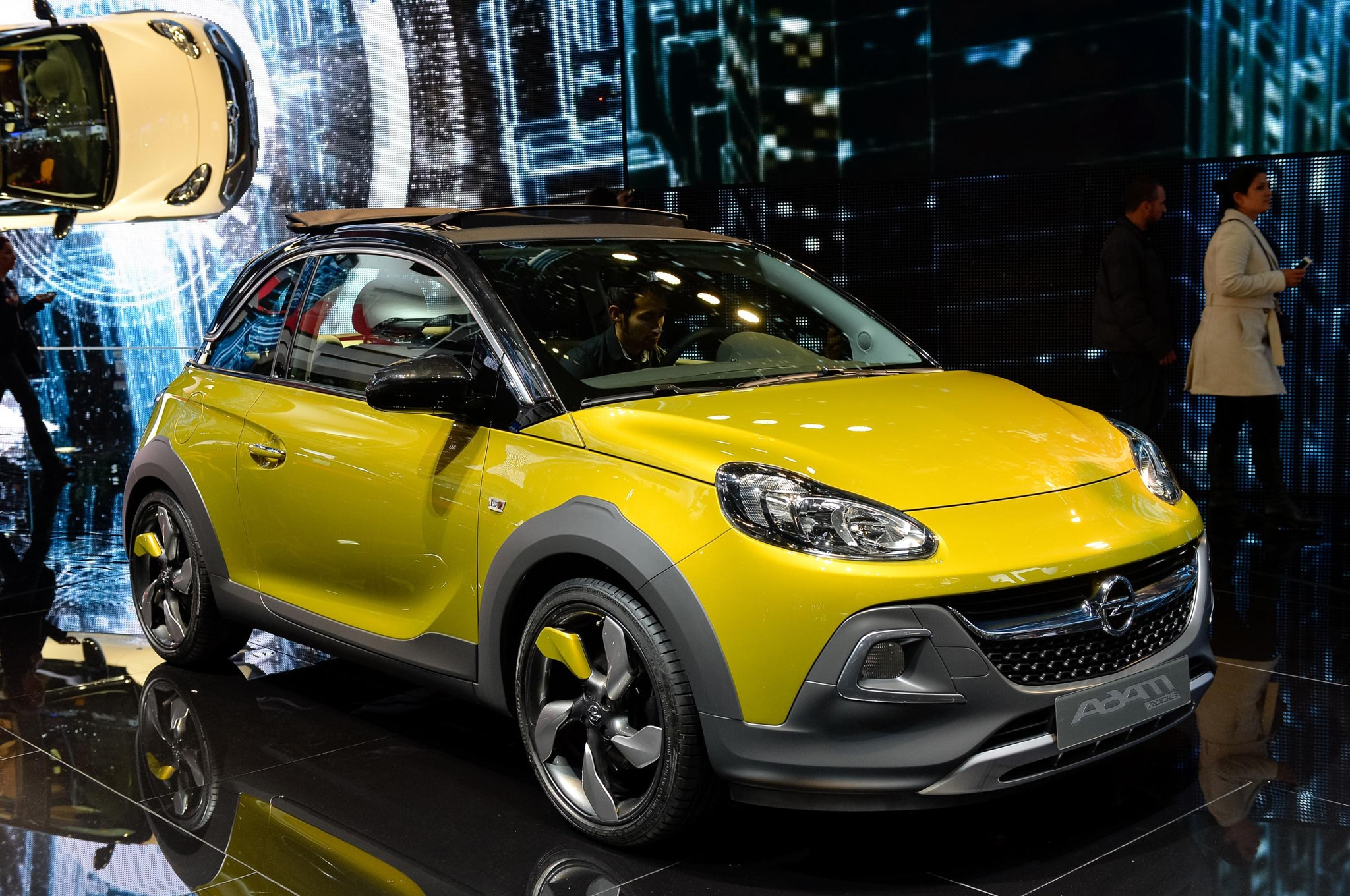 Opel Adam Rocks Front Three Quarter 021