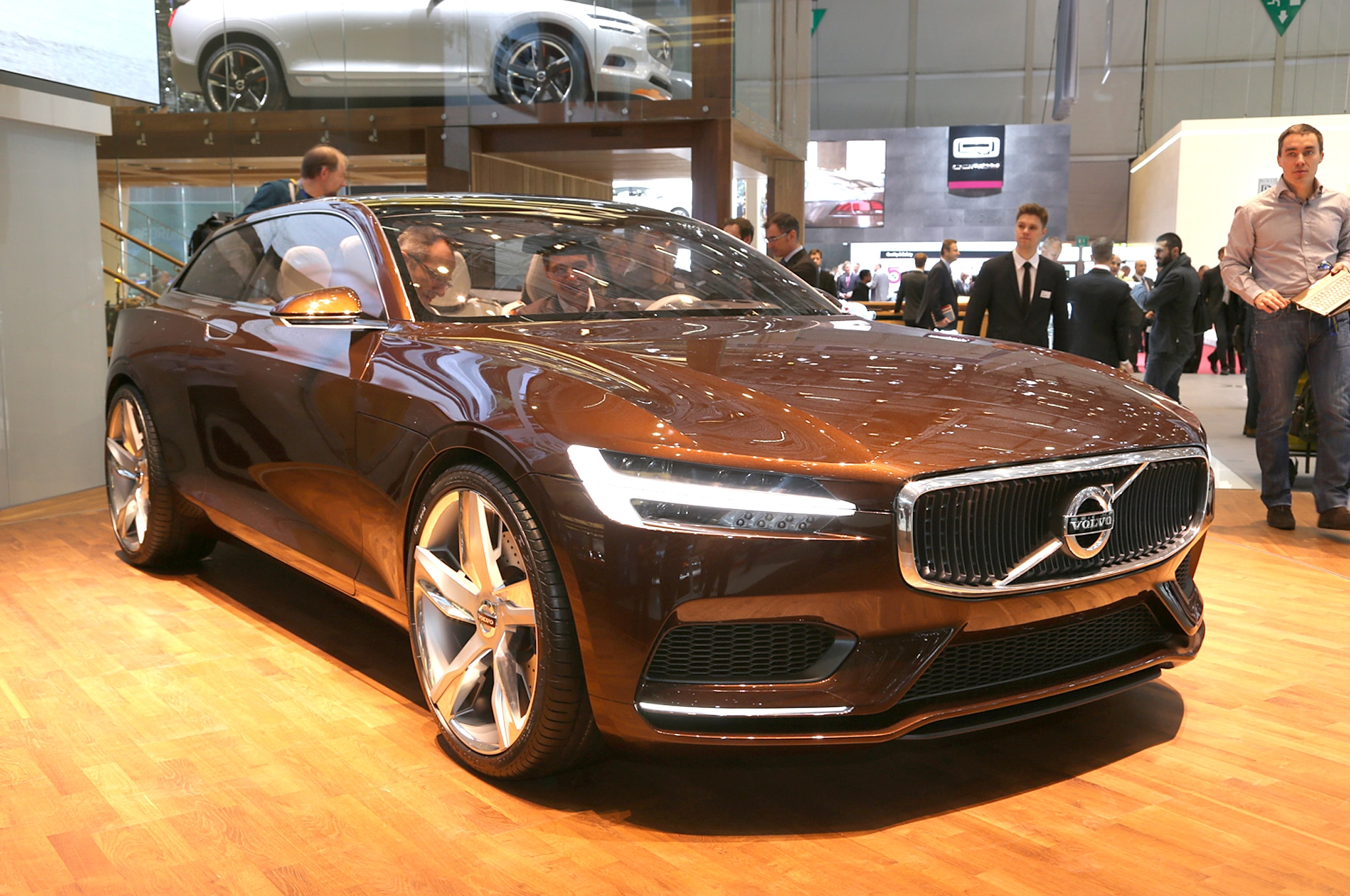Volvo Concept Estate Front Three Quarter1