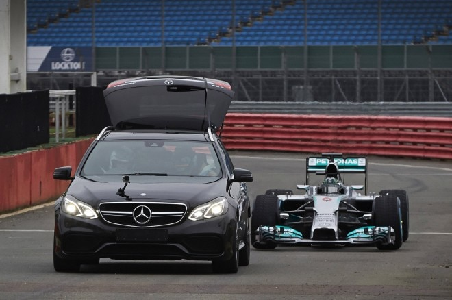 Mercedes Benz F1 360 Degree Video 660x438