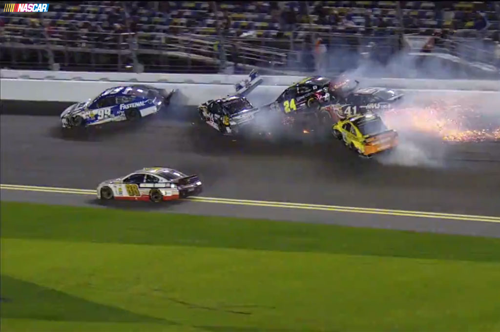 Pileup Crash 2014 Daytona Unlimited Infield View