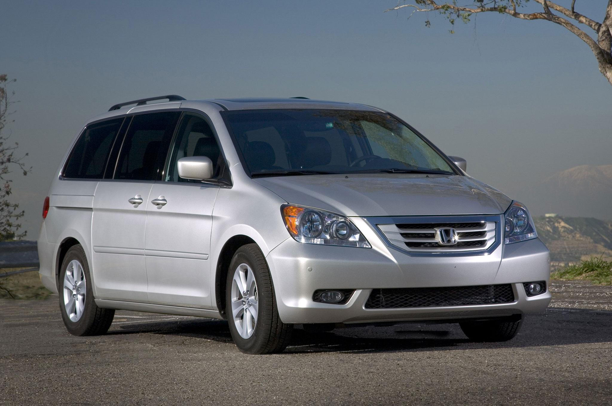 2010 Honda Odyssey Front Three Quarters1