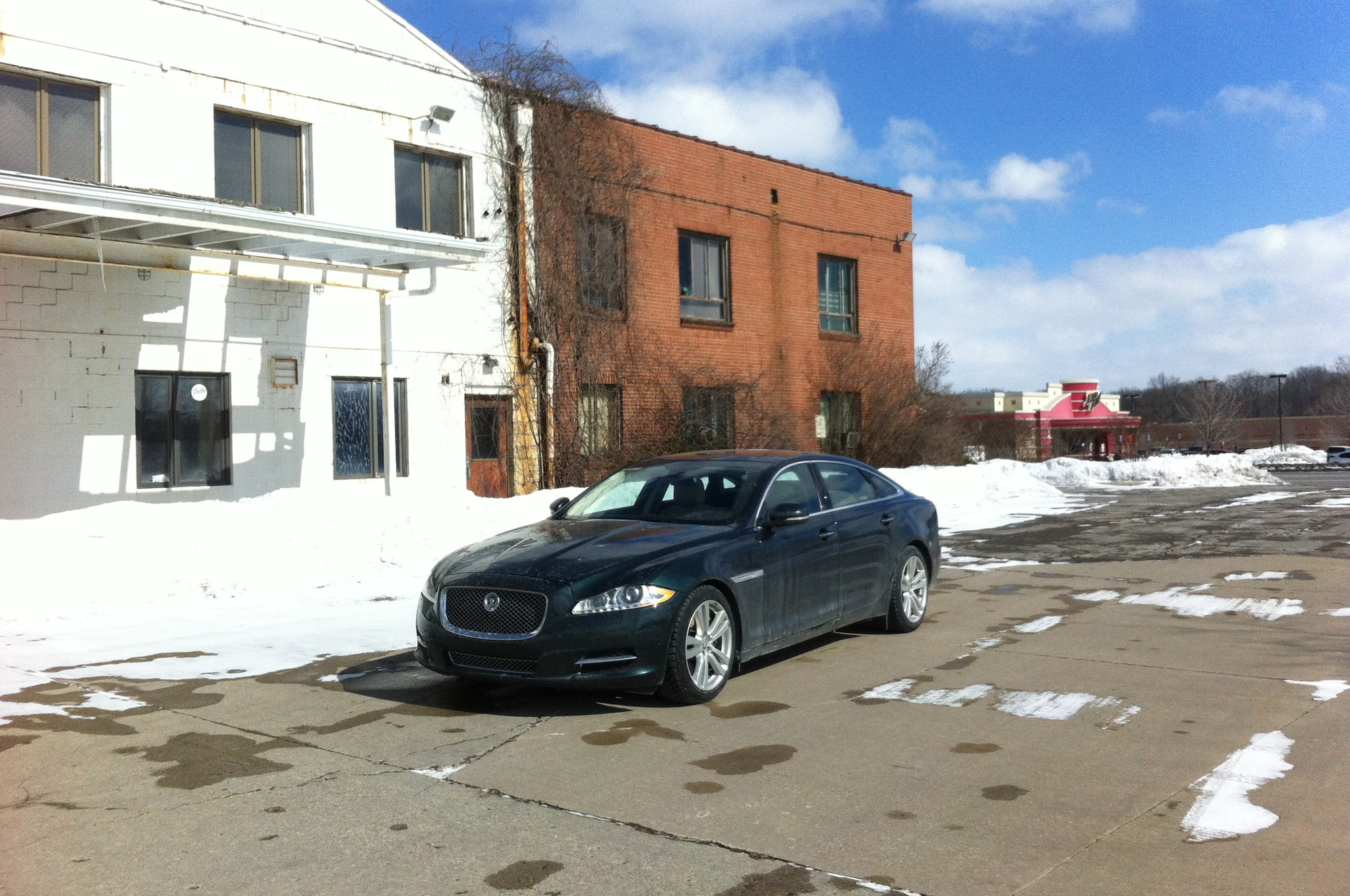 2013 Jaguar XJL Portfolio AWD Front Three Quarters 021