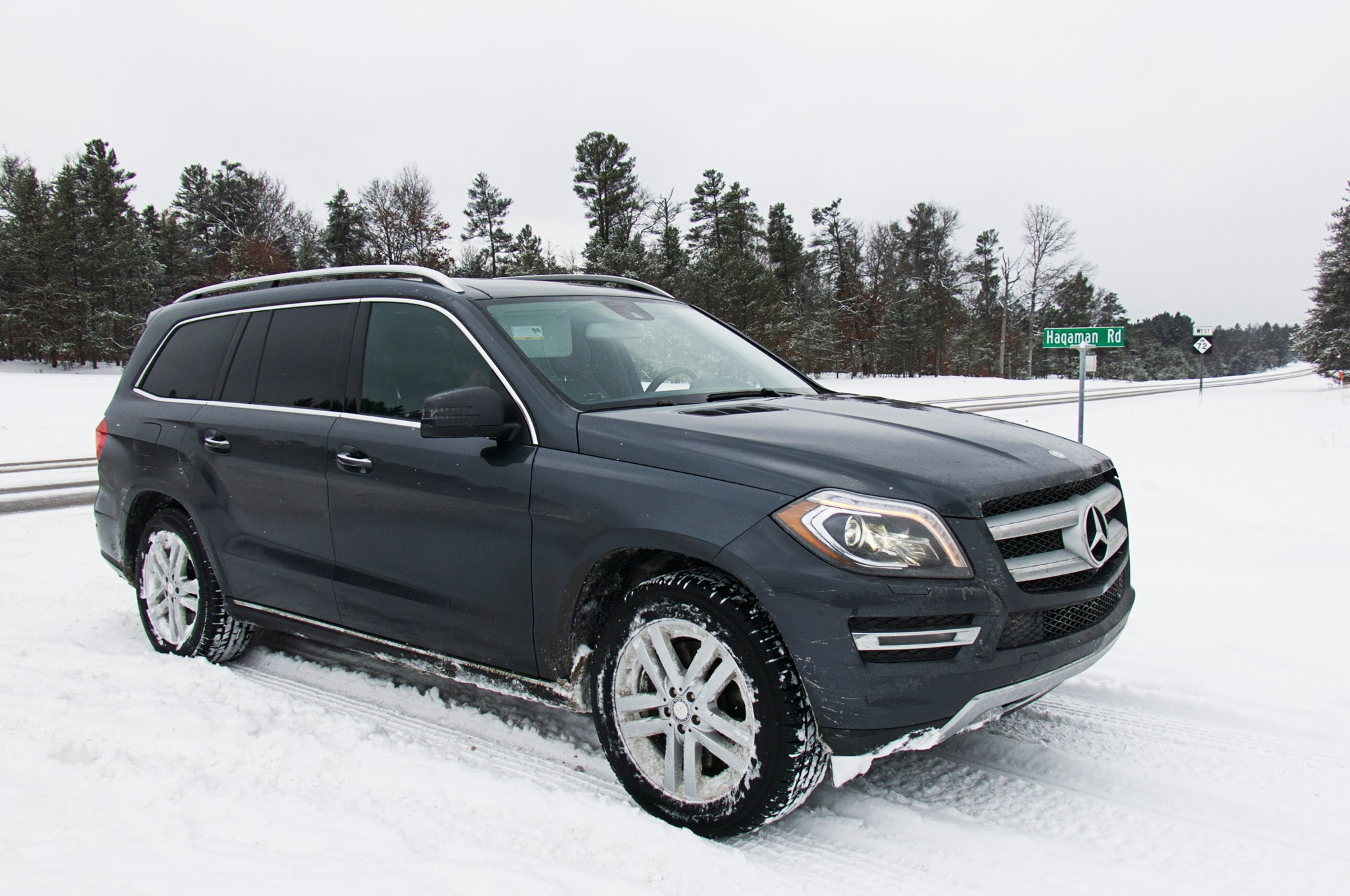2013 Mercedes Benz GL450 Front Three Quarters View In Snow 21