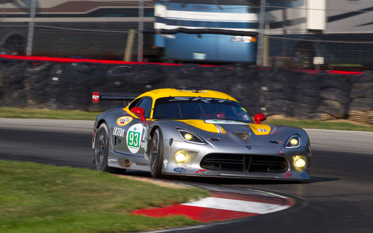 2013 SRT Viper Race Car Cornering1
