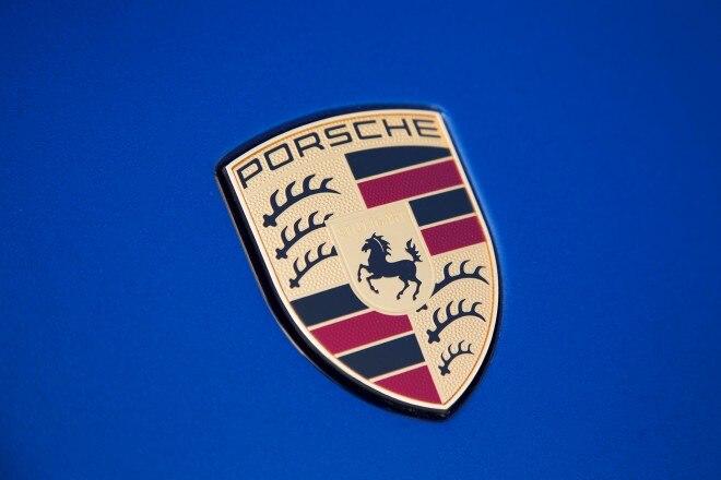 2013 Porsche Carrera C4 Cabriolet 11 660x440