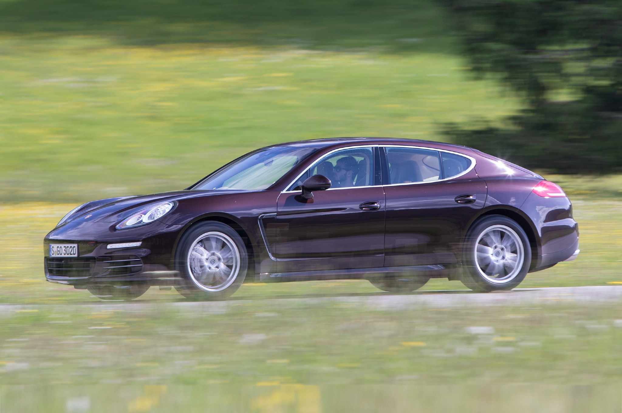 2014 Porsche Panamera 4S Three Quarters In Motion Side View1