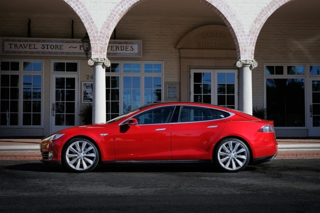2014 Tesla Model S Drivers Side View1 660x440