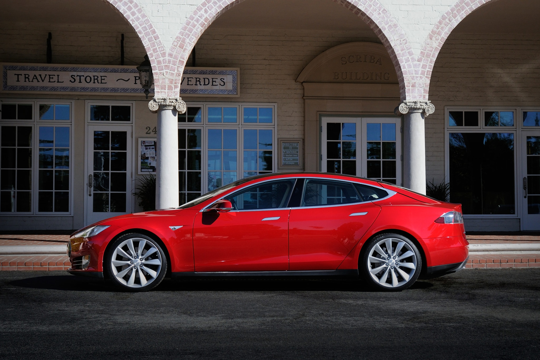 2014 Tesla Model S Drivers Side View1