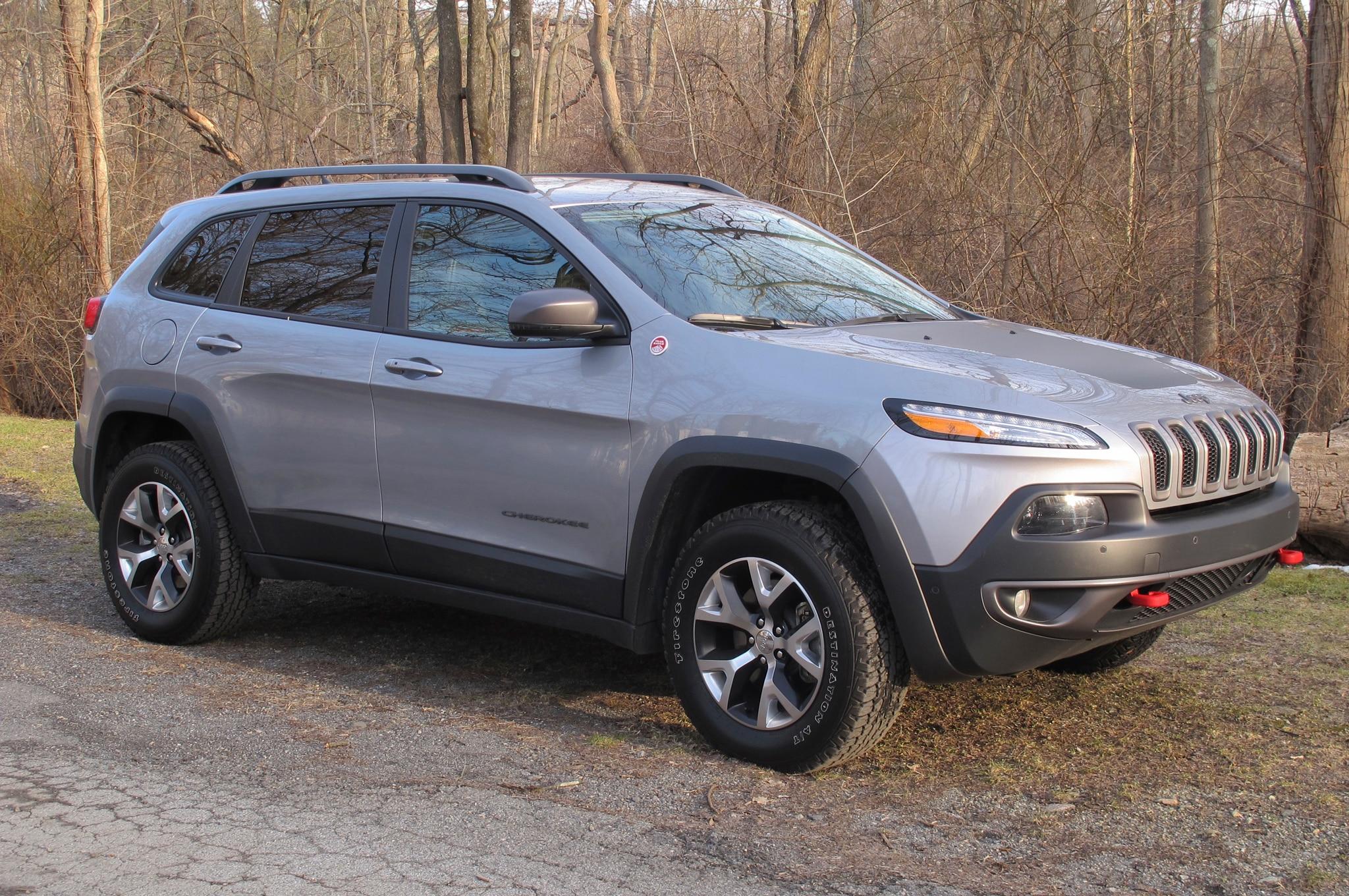 2014 Jeep Cherokee Trailhawk Front Three Quarter1