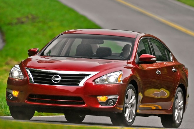 2014 Nissan Altima Grille View 11 660x440