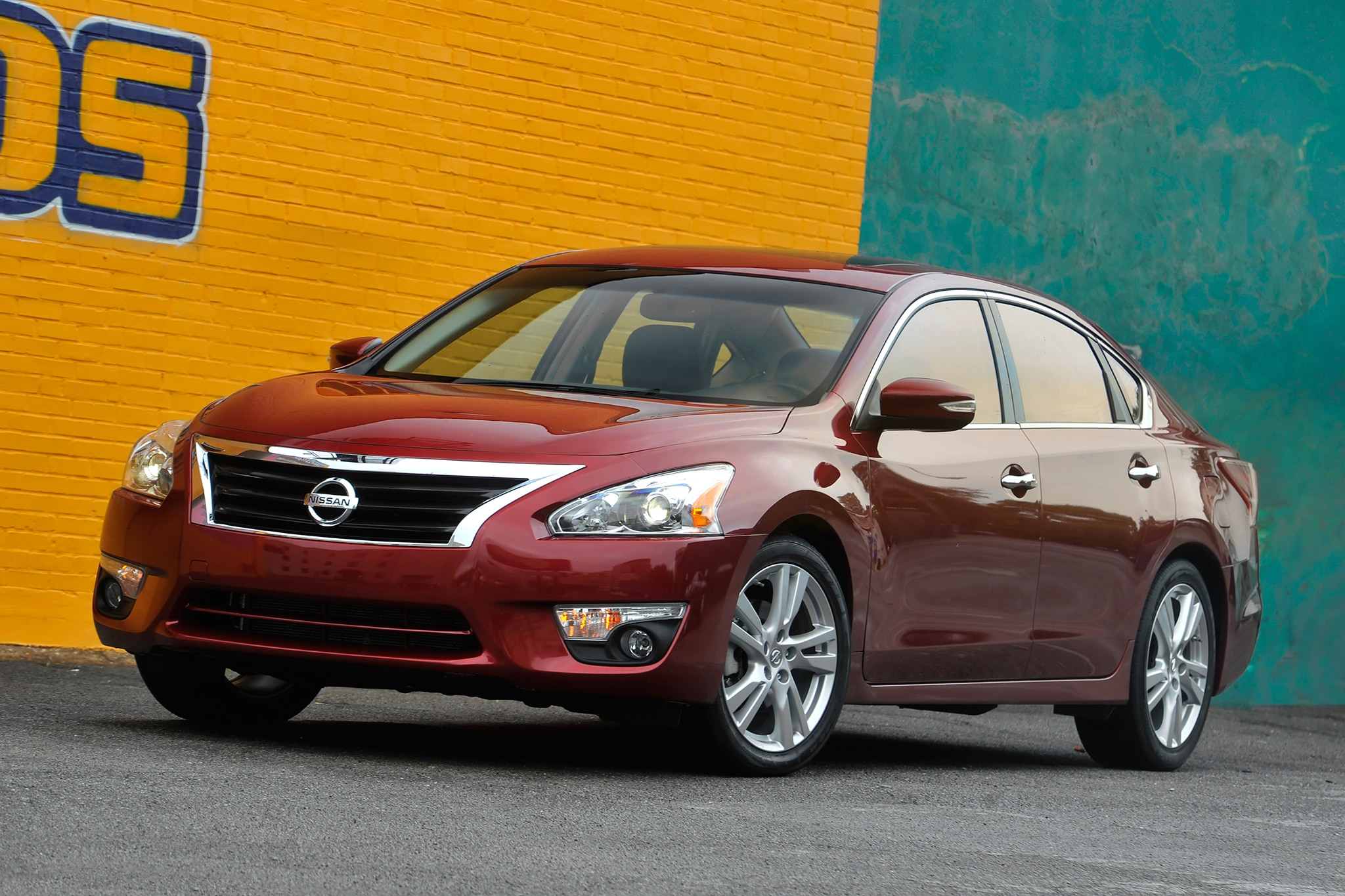 2014 Nissan Altima Three Quarters View 51