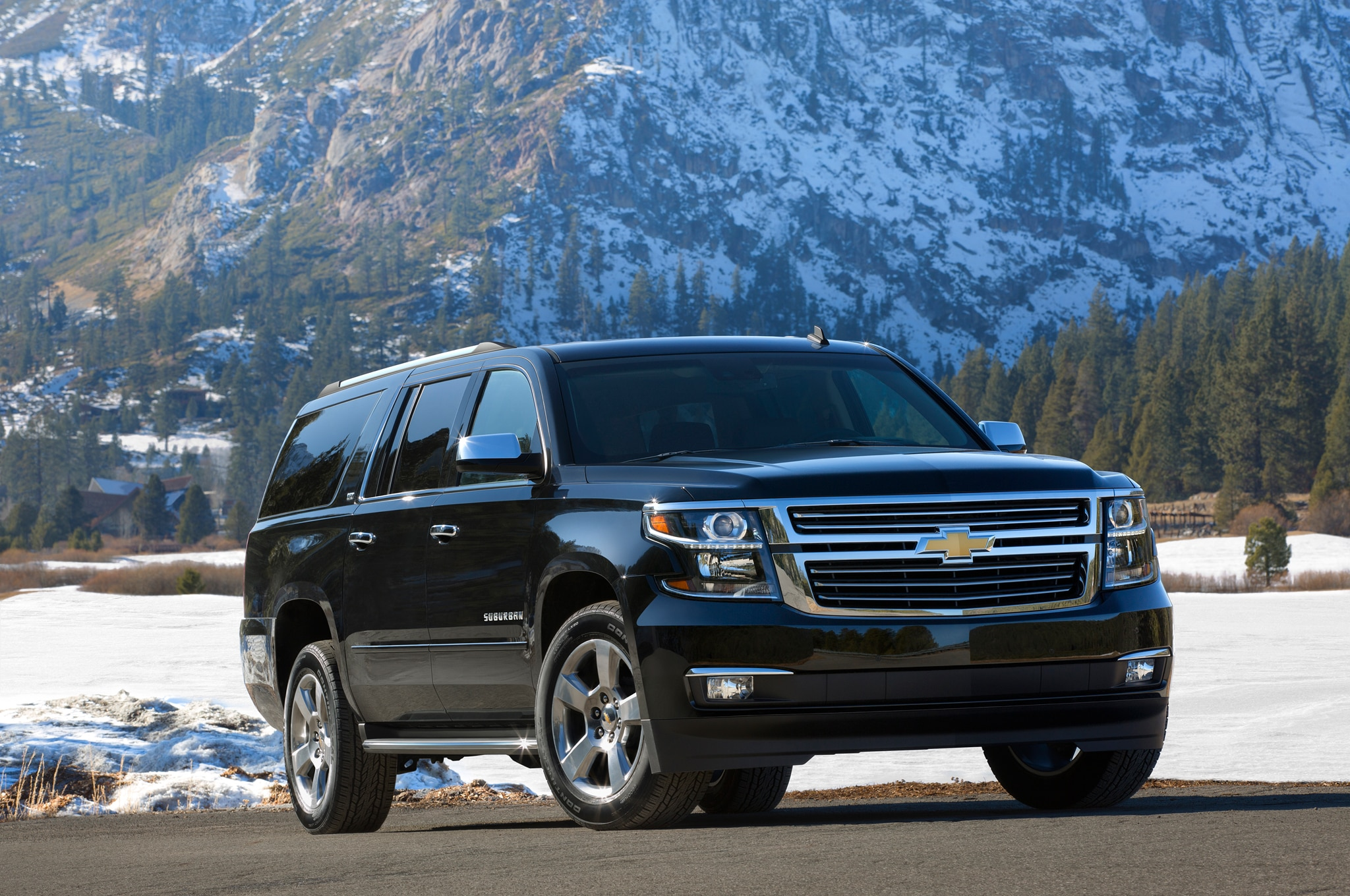 2015 Chevrolet Suburban Front Three Quarter2