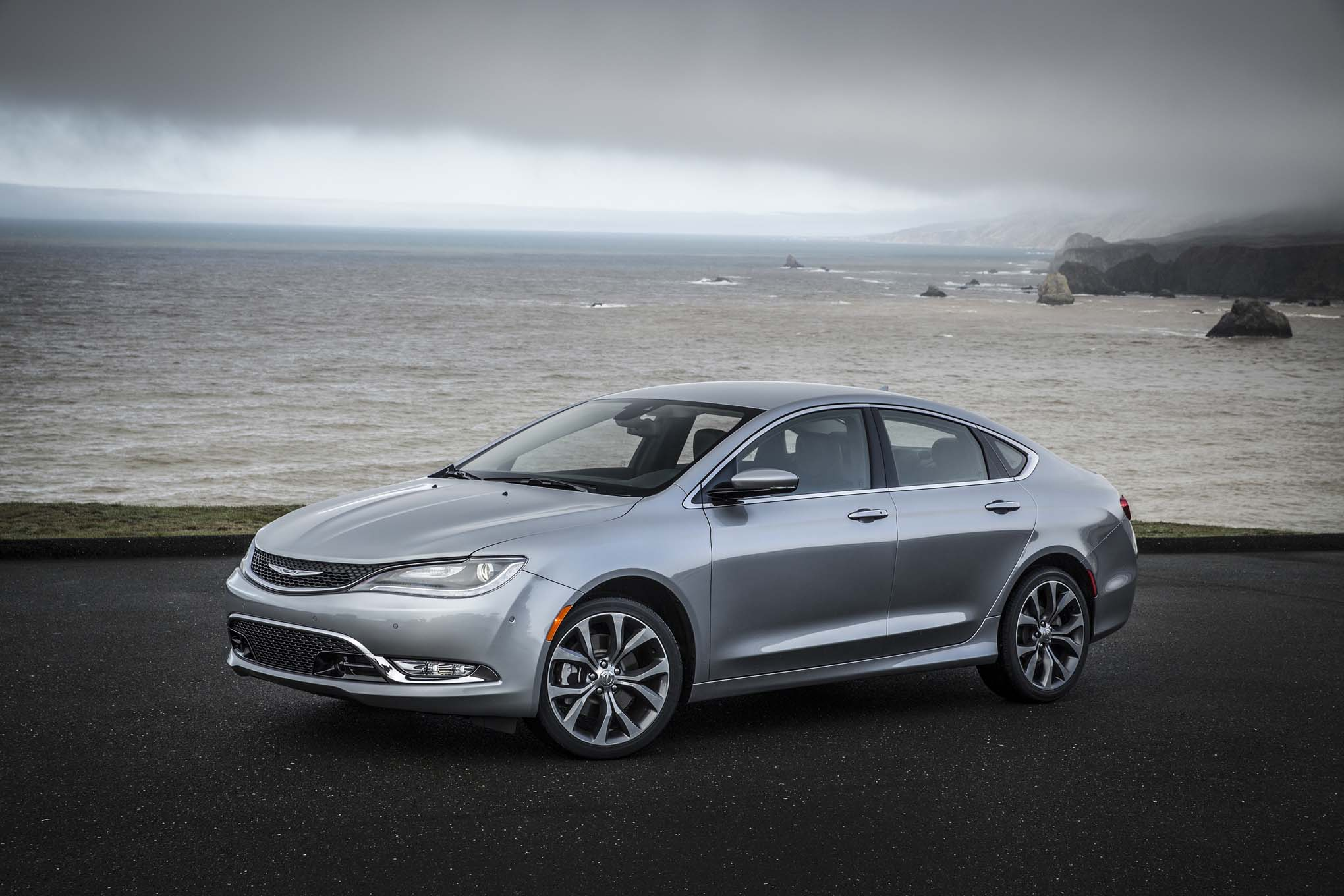 2015 Chrysler 200C Front Three Quarters 021