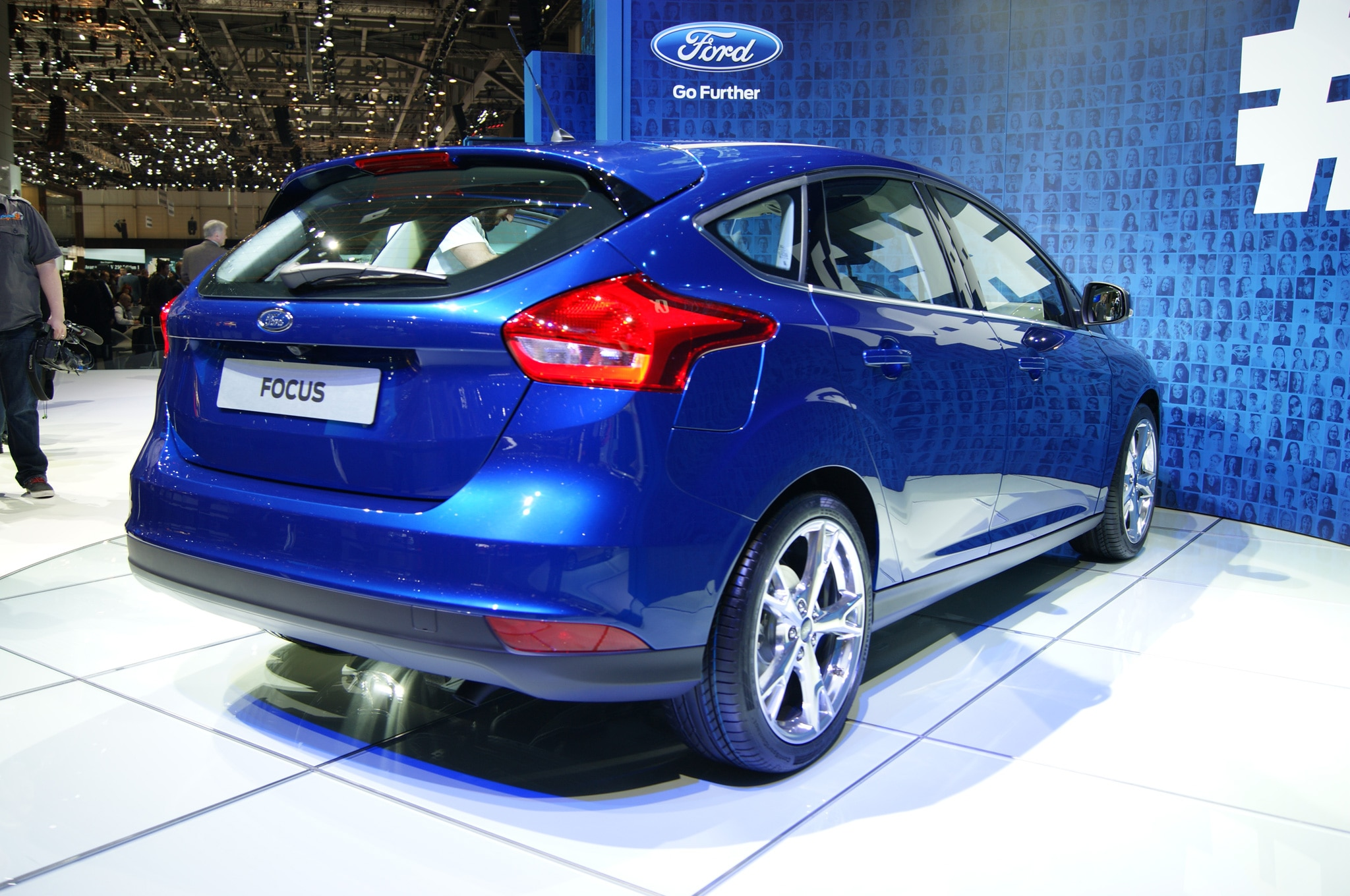 2015 ford focus hatchback at geneva 2014 rear view