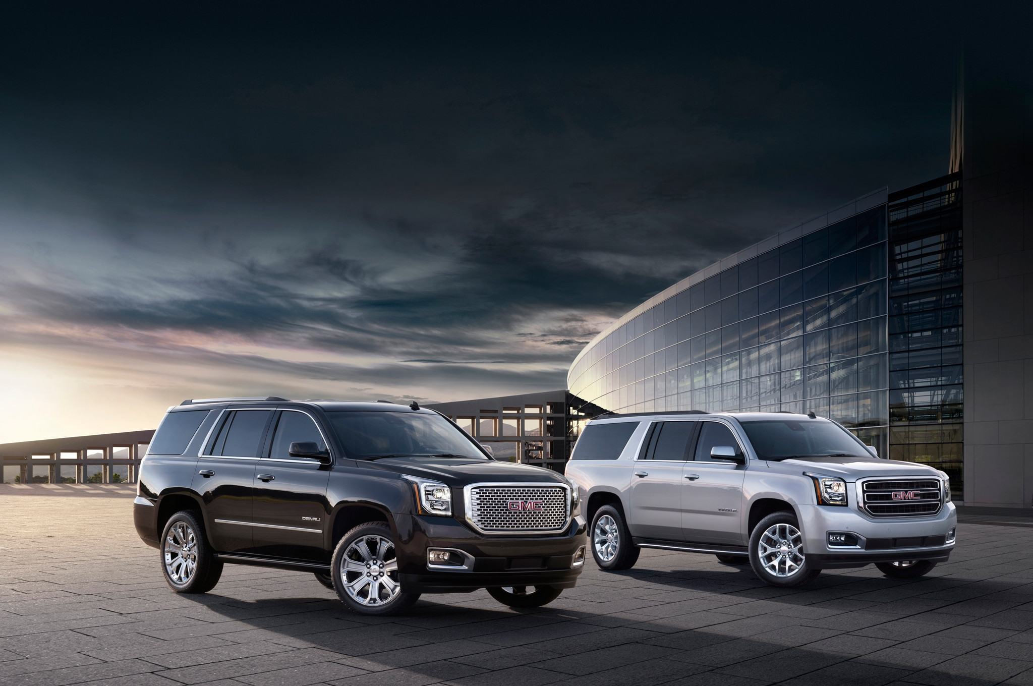 2015 GMC Yukon Denali GMC Yukon XL Fornt Three Quarters