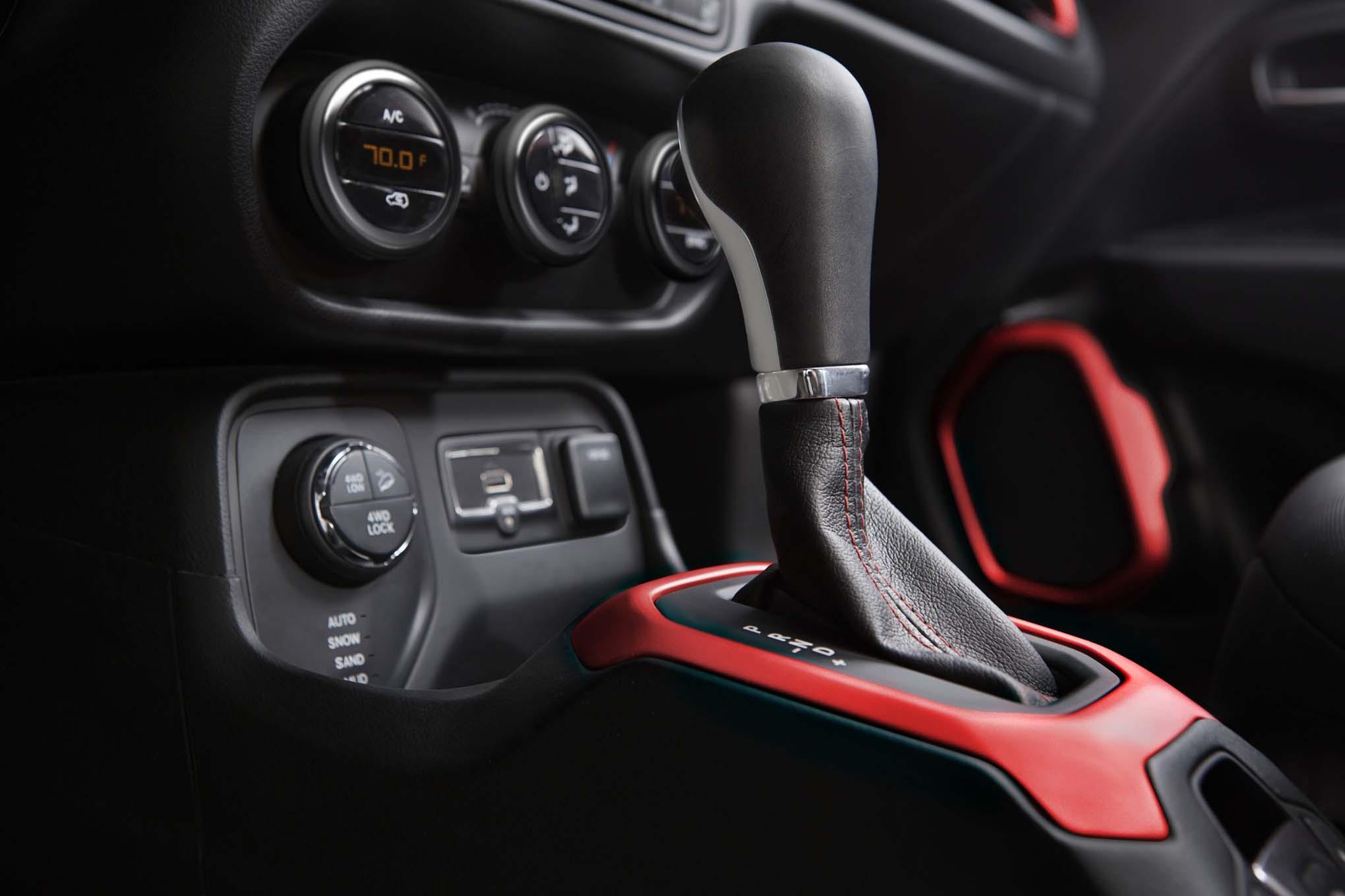2015 jeep renegade debuts in geneva - automobile magazine