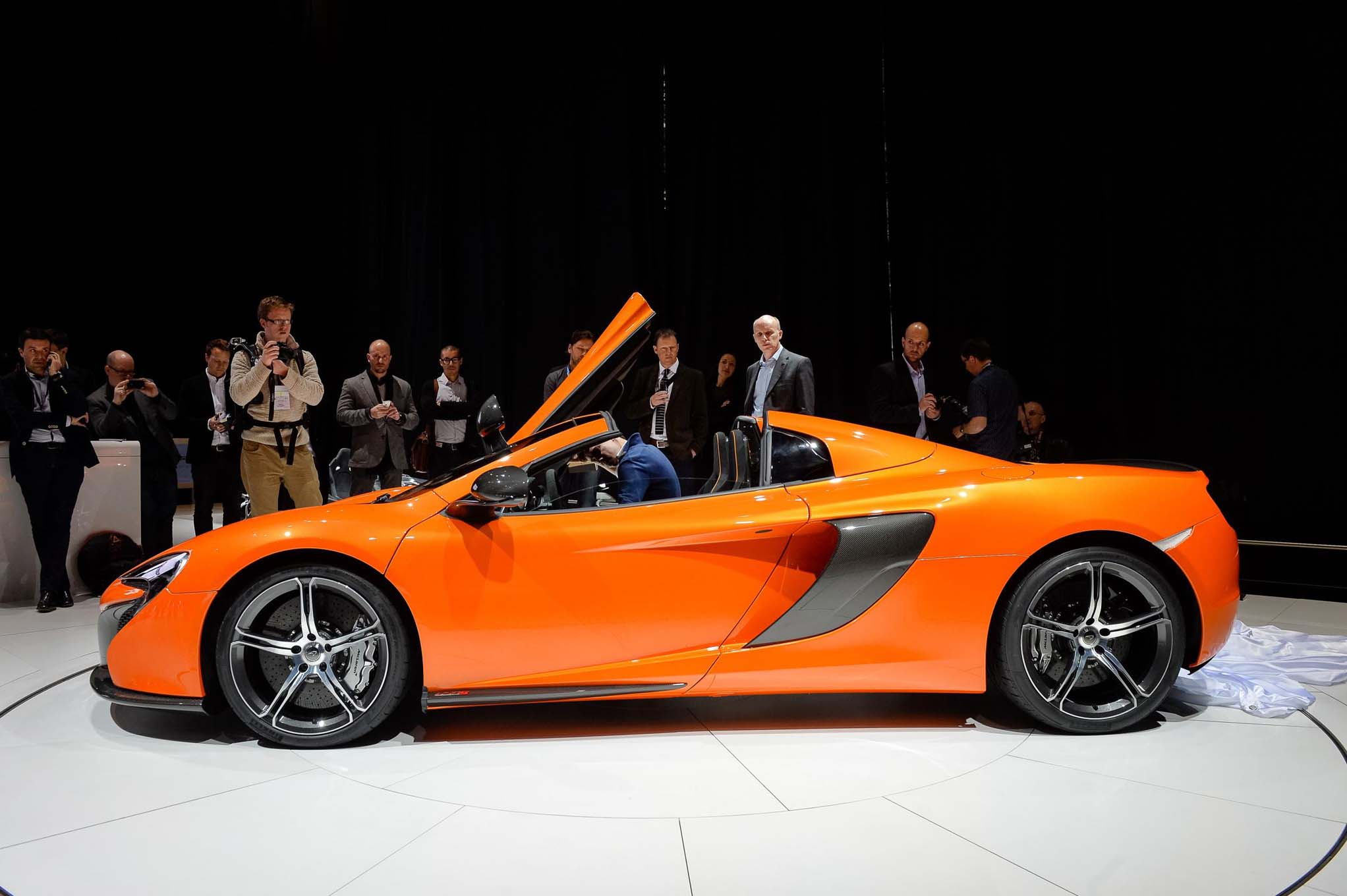 2015 Mclaren 650S Spider Side Profile2