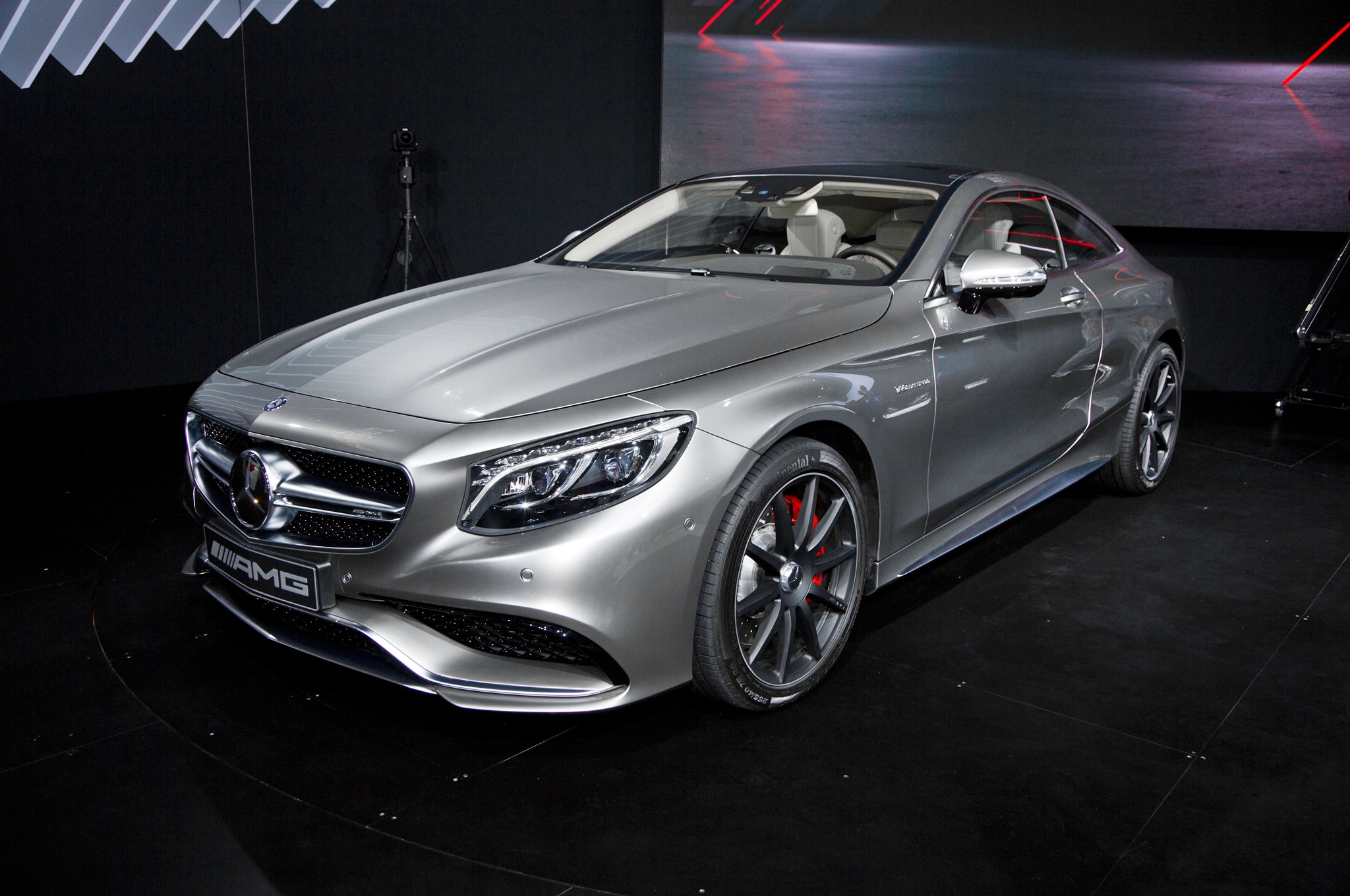 2015 Mercedes Benz S63 AMG 4Matic Coupe Front Three Quarter2
