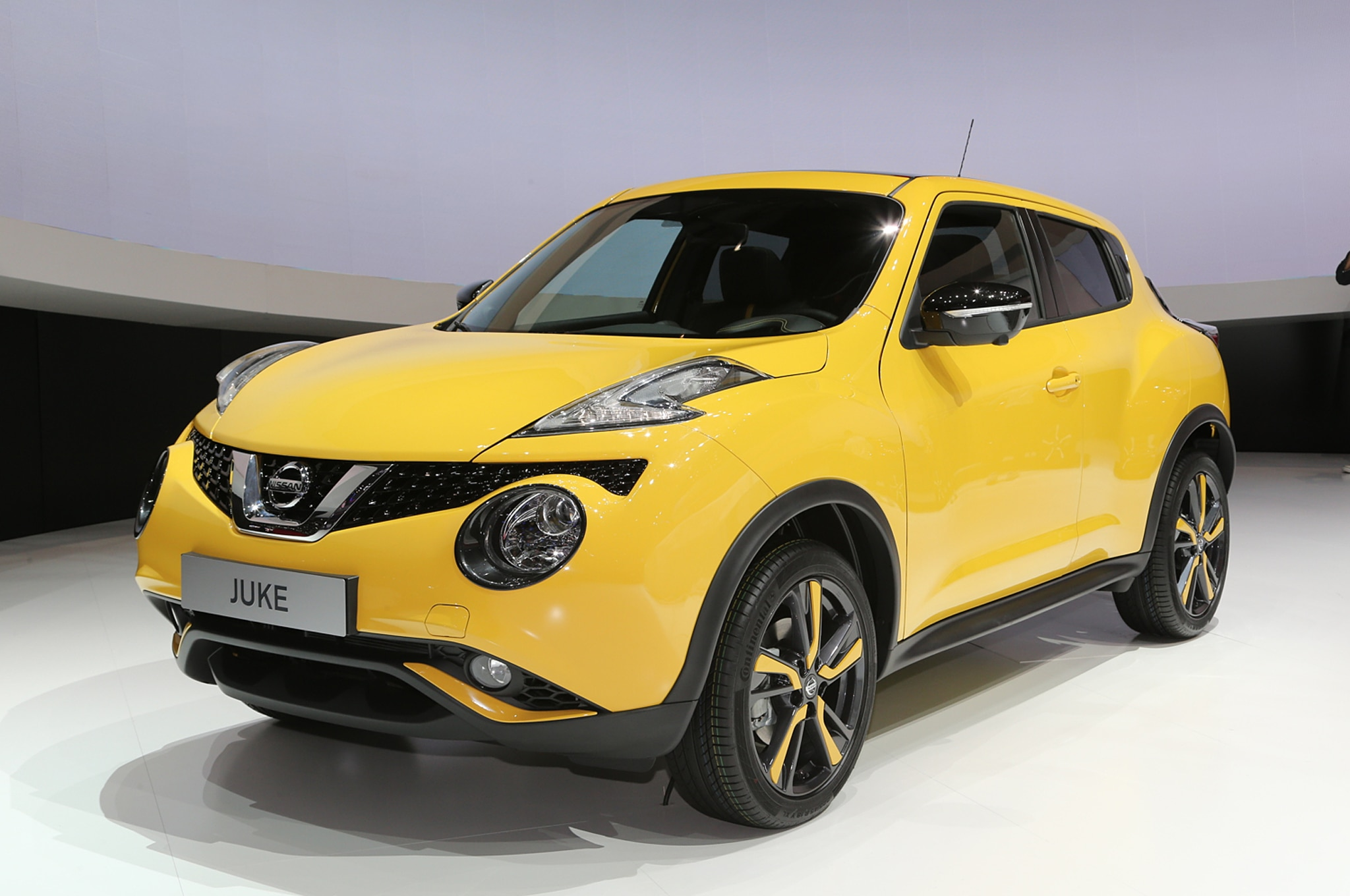 2015 Nissan Juke Front Three Quarters2