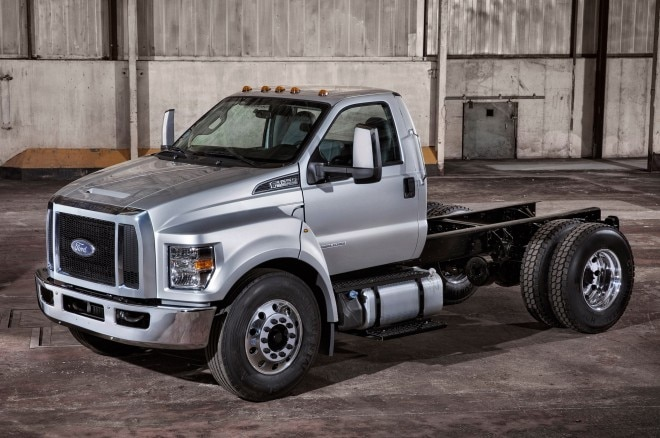 2016 Ford F 650 Super Duty Front View1 660x438