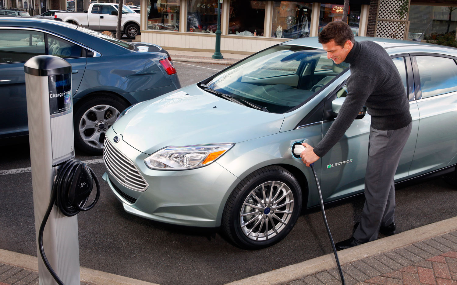 Ford Focus Electric At Chargepoint1