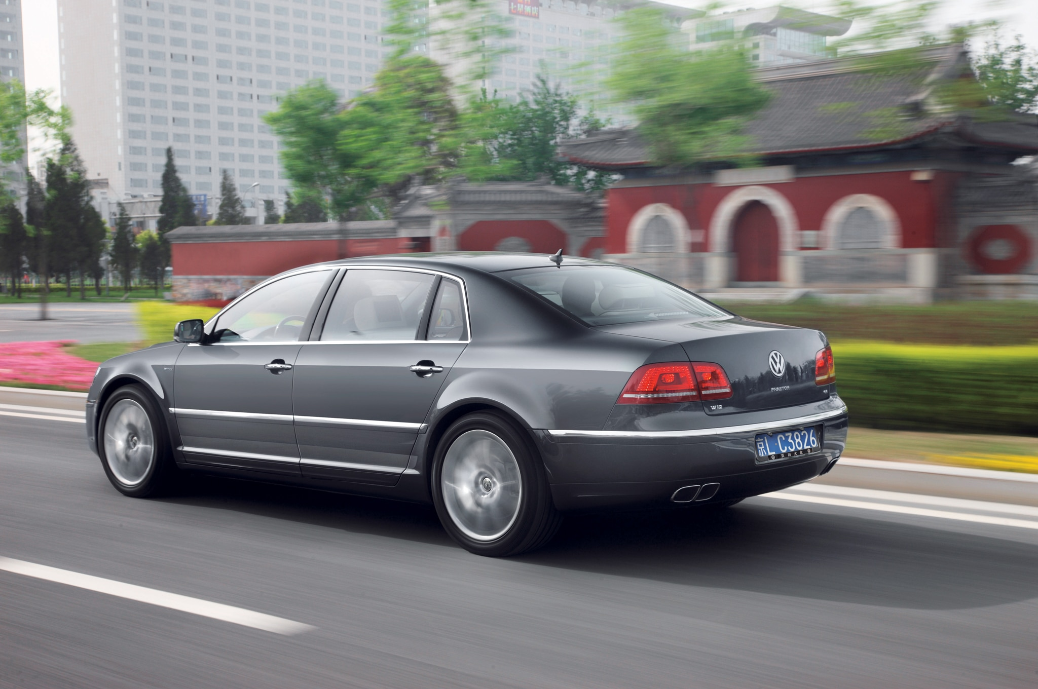 Volkswagen Phaeton Rear Three Quarters