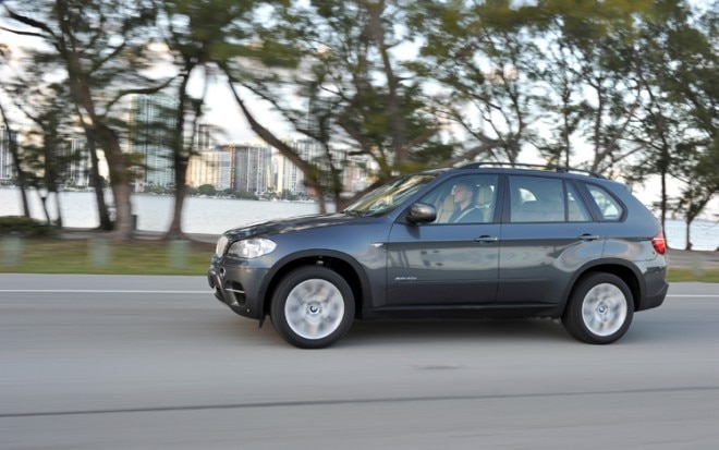 2011 BMW X5 Side In Motion 21 660x413