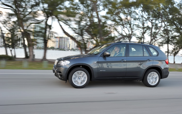 2011 BMW X5 Side In Motion 21