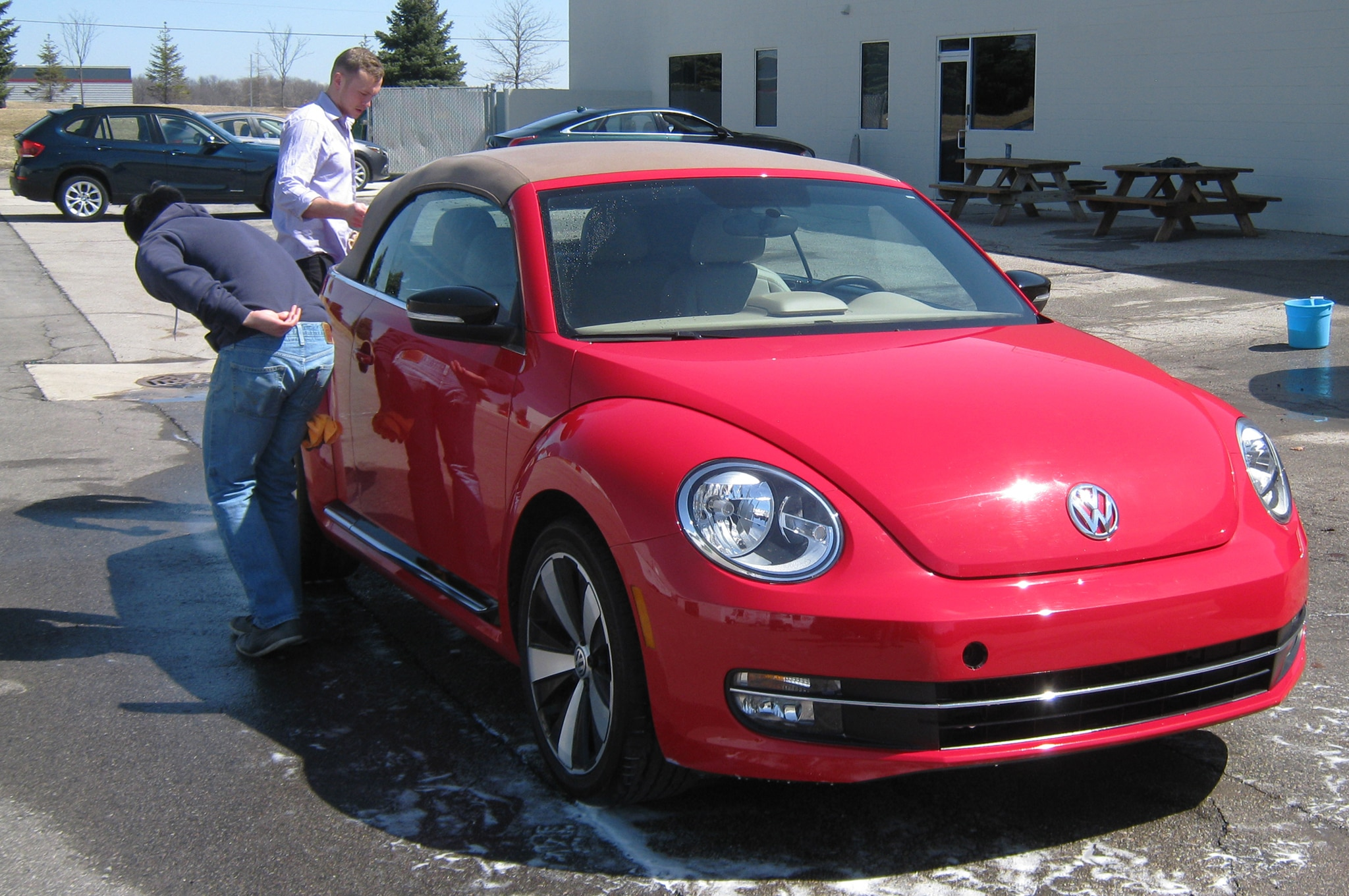 2013 volkswagen beetle turbo convertible saying goodbye. Black Bedroom Furniture Sets. Home Design Ideas