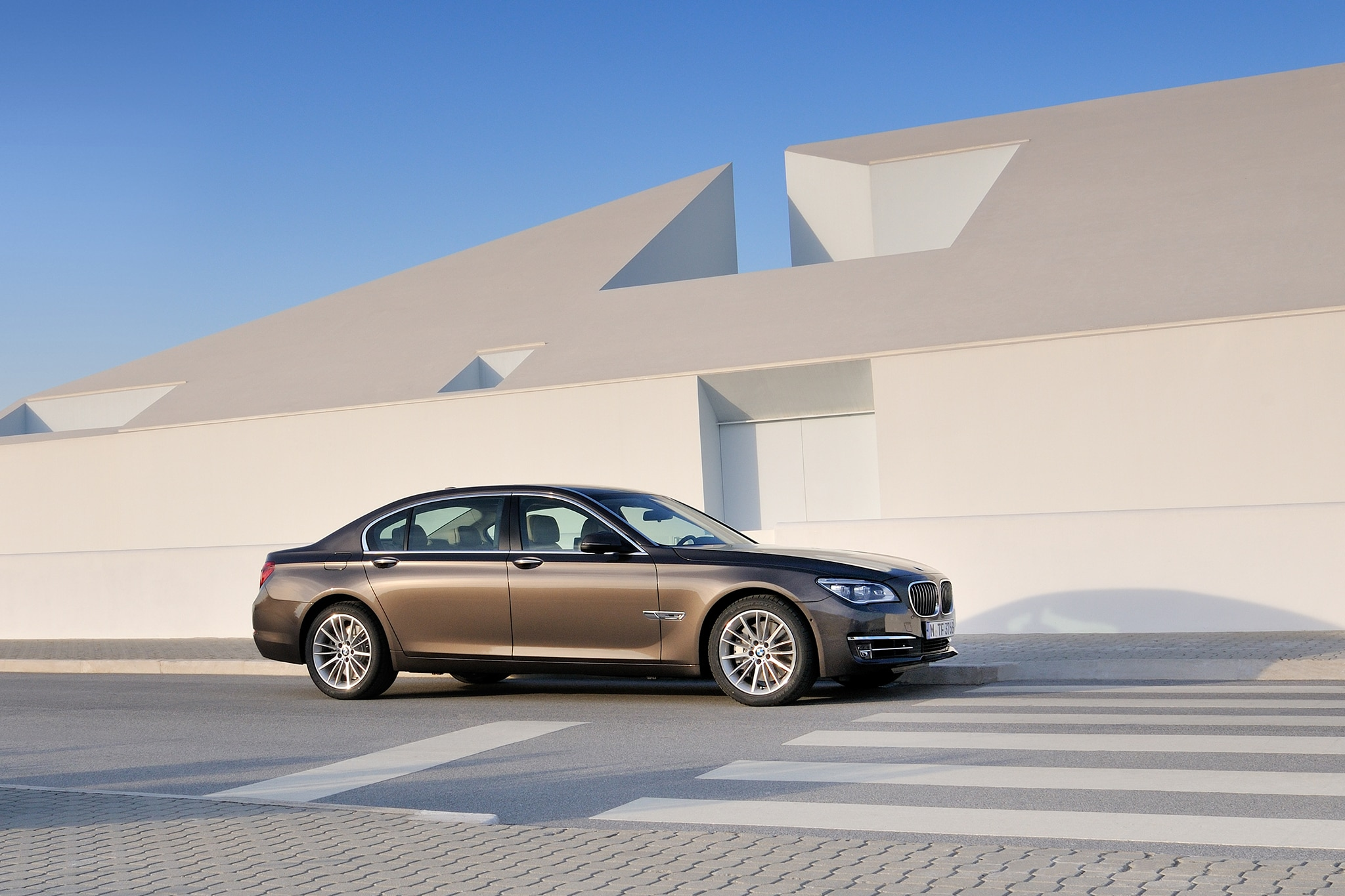 2014 BMW 7 Series Front Passengers Side View1