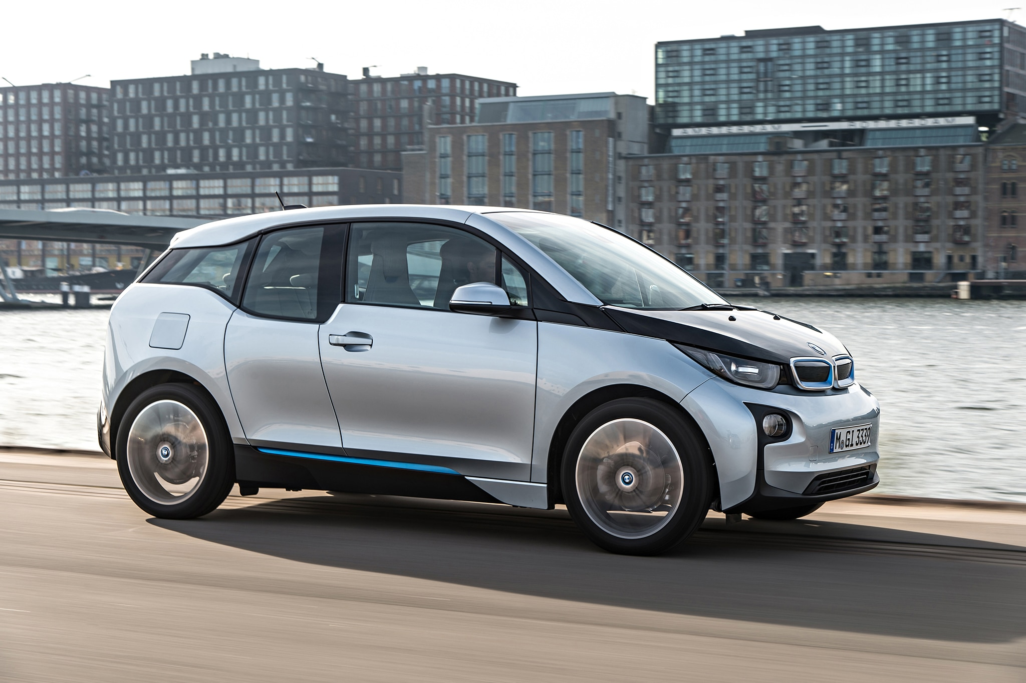 2014 BMW I3 EDrive Passengers Side In Motion1