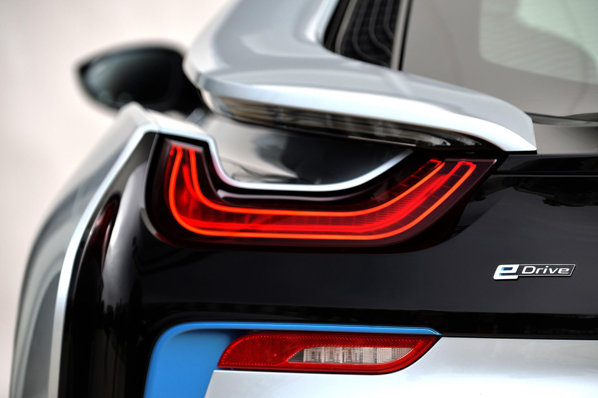 2015 BMW i8 Coupe | Caricos.com