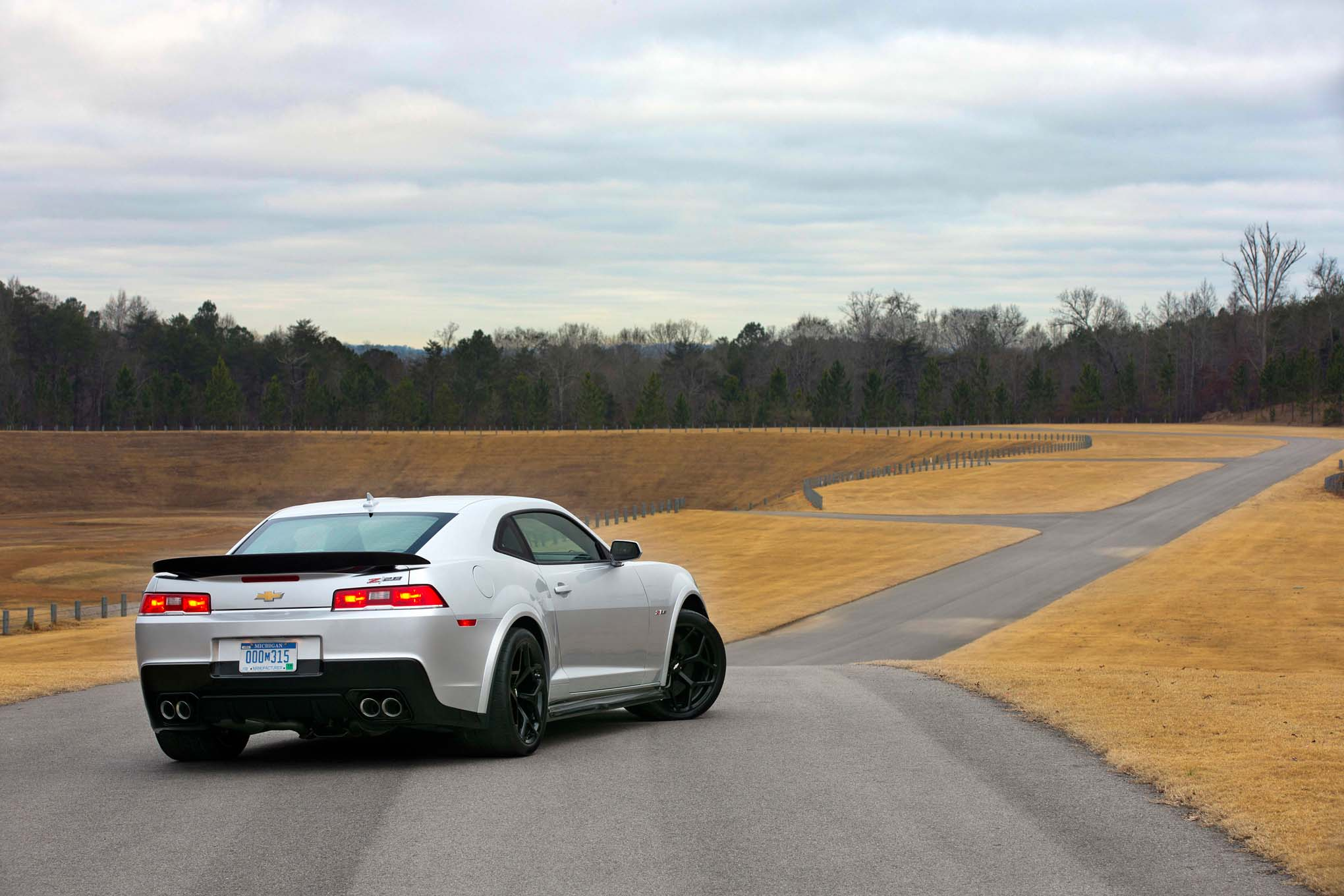 2014 Chevrolet Camaro Z28 Rear Three Quarters Static1