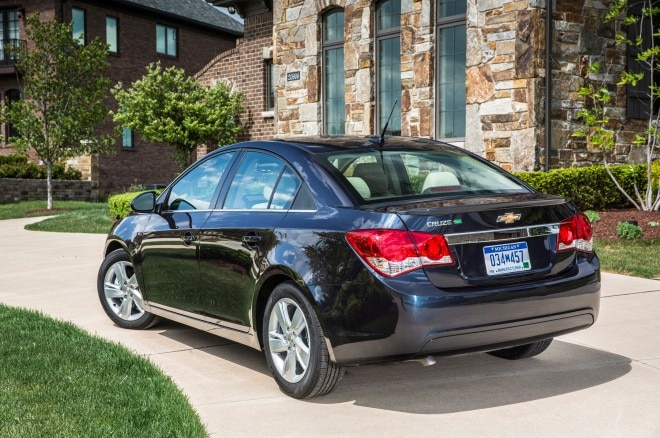 2014 Chevrolet Cruze Turbo Diesel Rear Three Quarters1 660x438