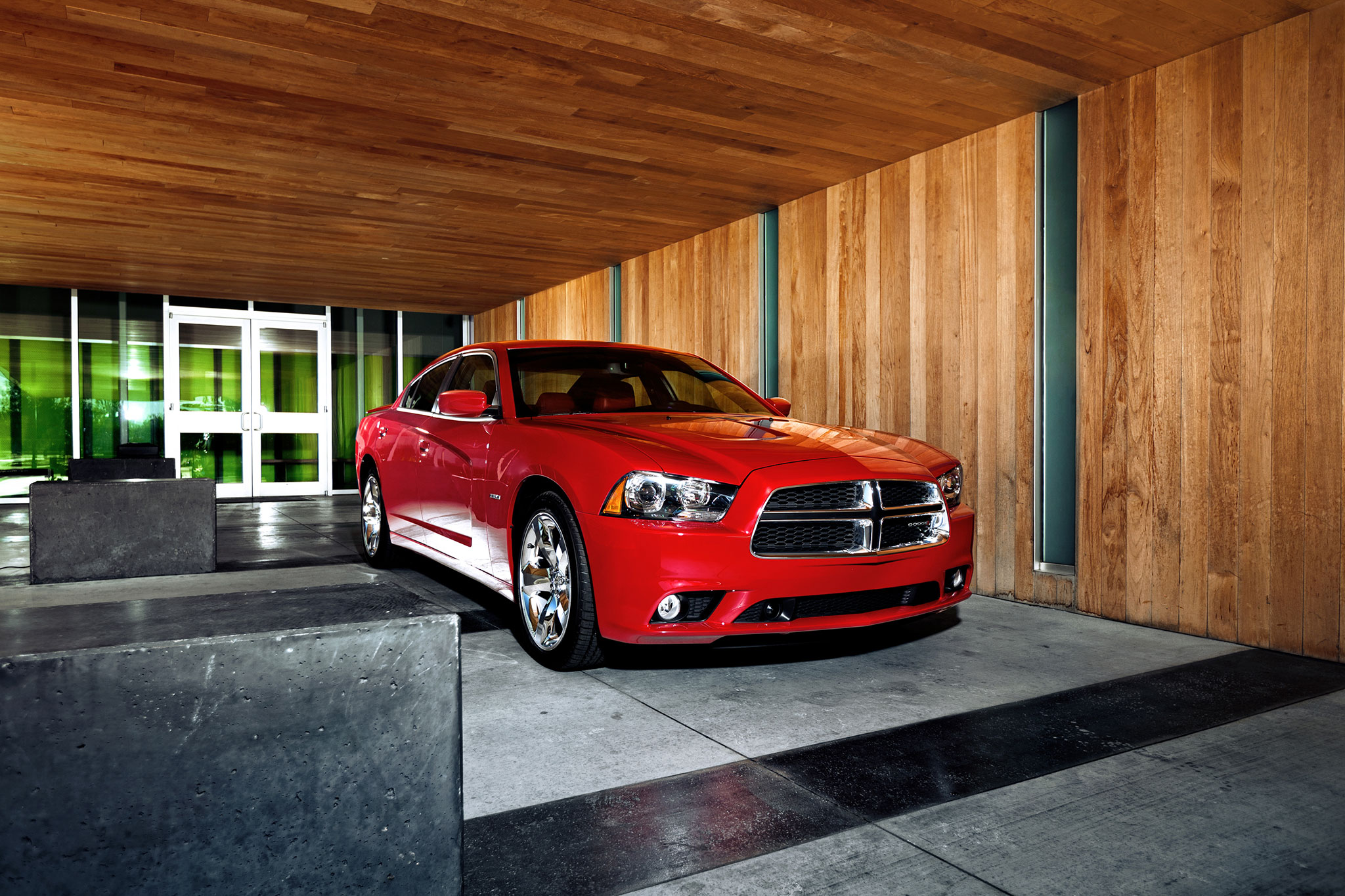2014 Dodge Charger RT Front View1