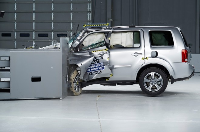 2014 Honda Pilot IIHS During Crash1 660x438
