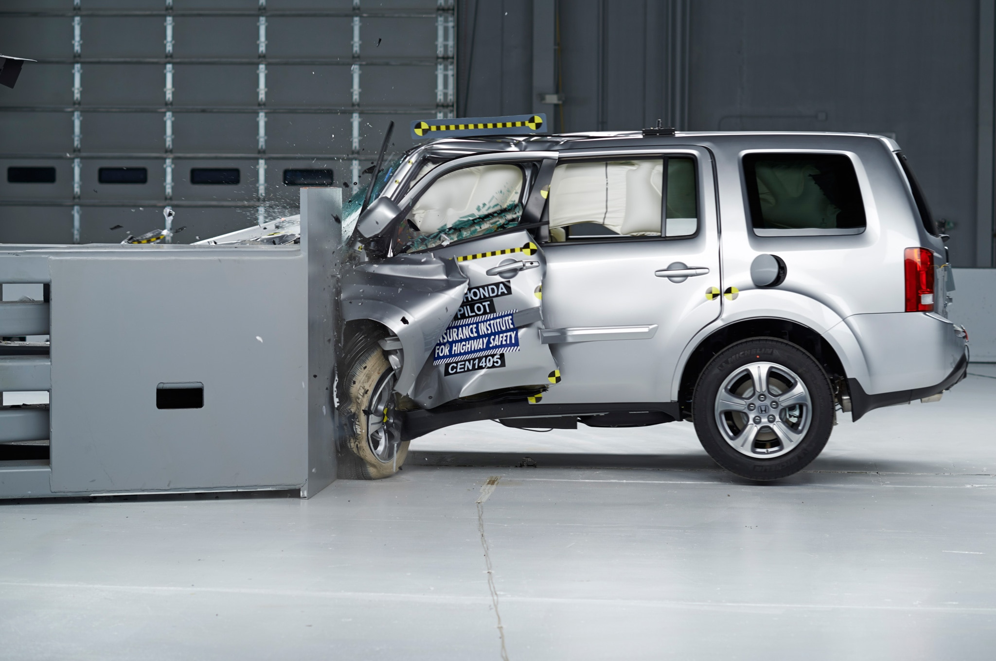 2014 Honda Pilot IIHS During Crash1