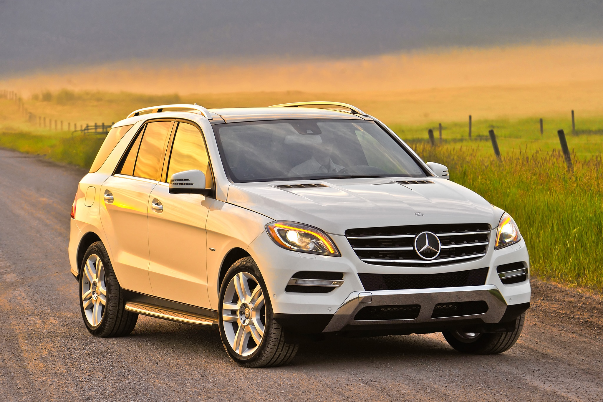 2014 Mercedes Benz ML350 BlueTEC 4MATIC Front Passengers Three Quarters1