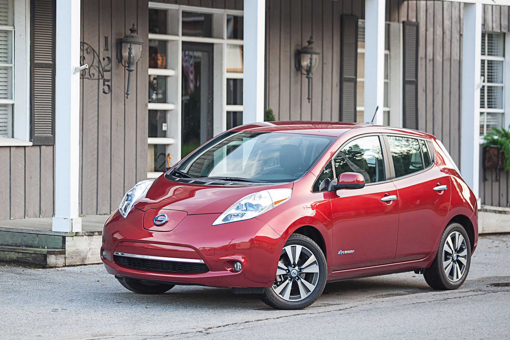 2014 Nissan LEAF Three Quarters1