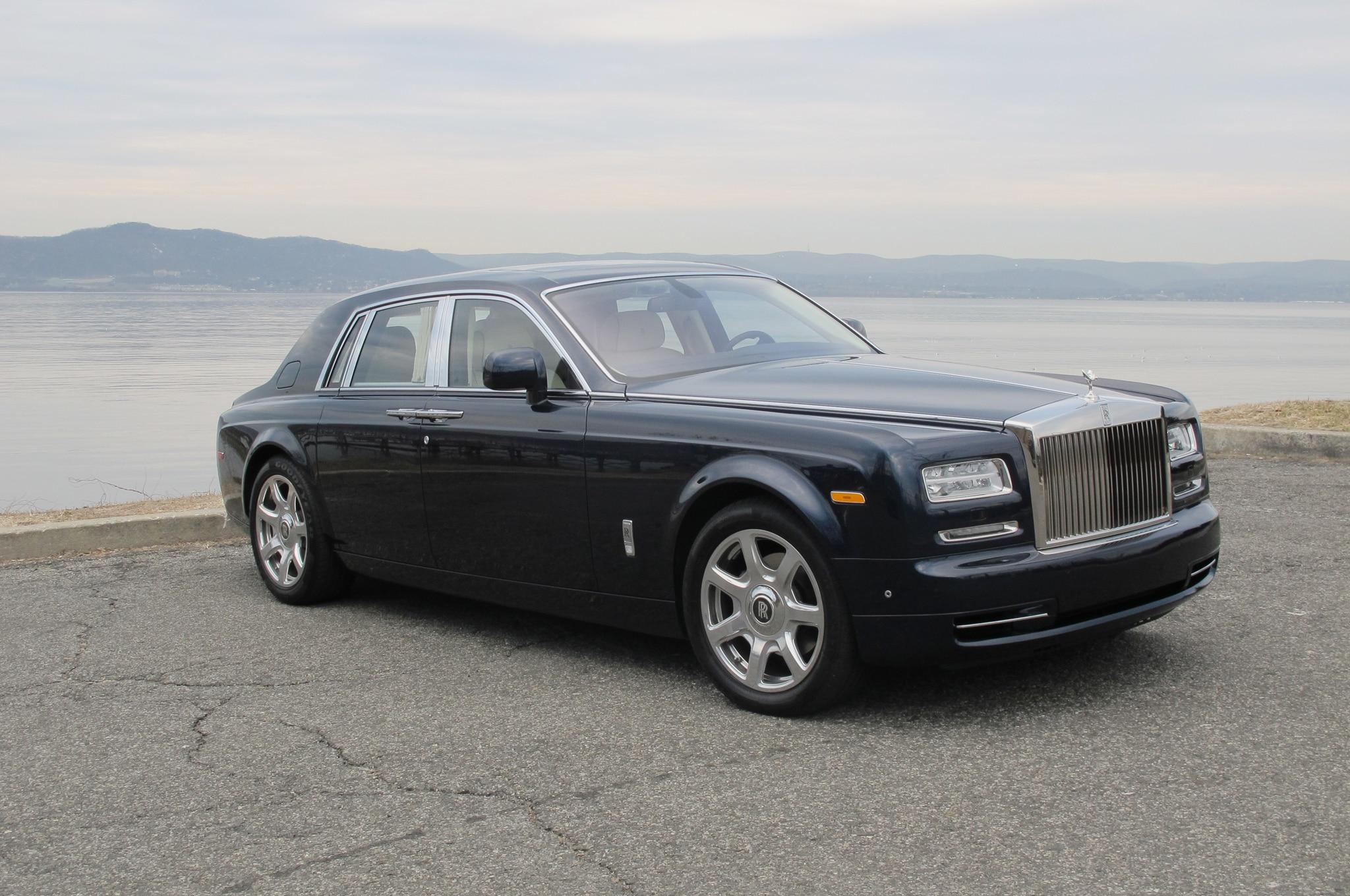 2014 Rolls Royce Phantom Front Three Quarters