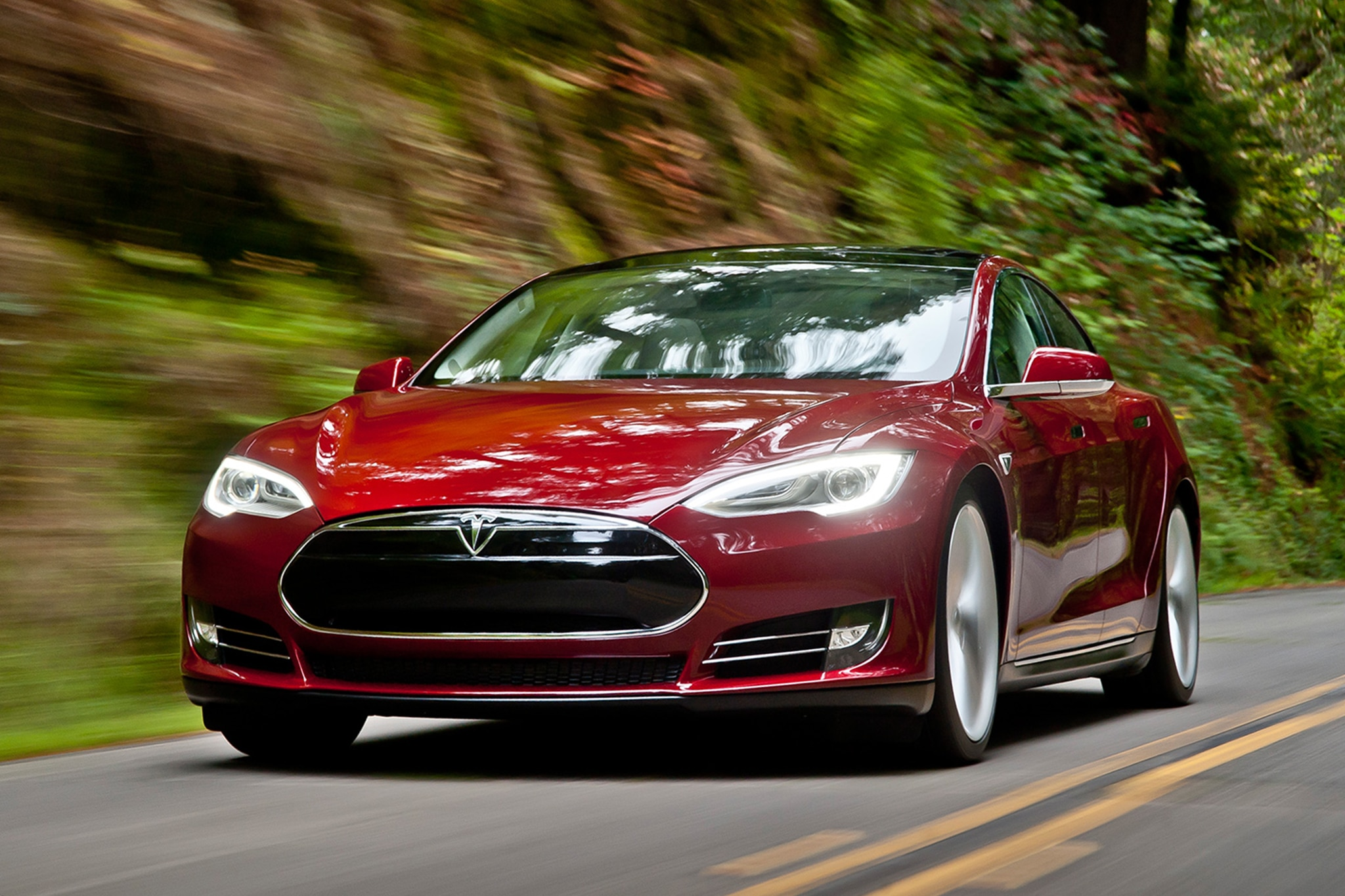 2014 Tesla Model S Front End In Motion1