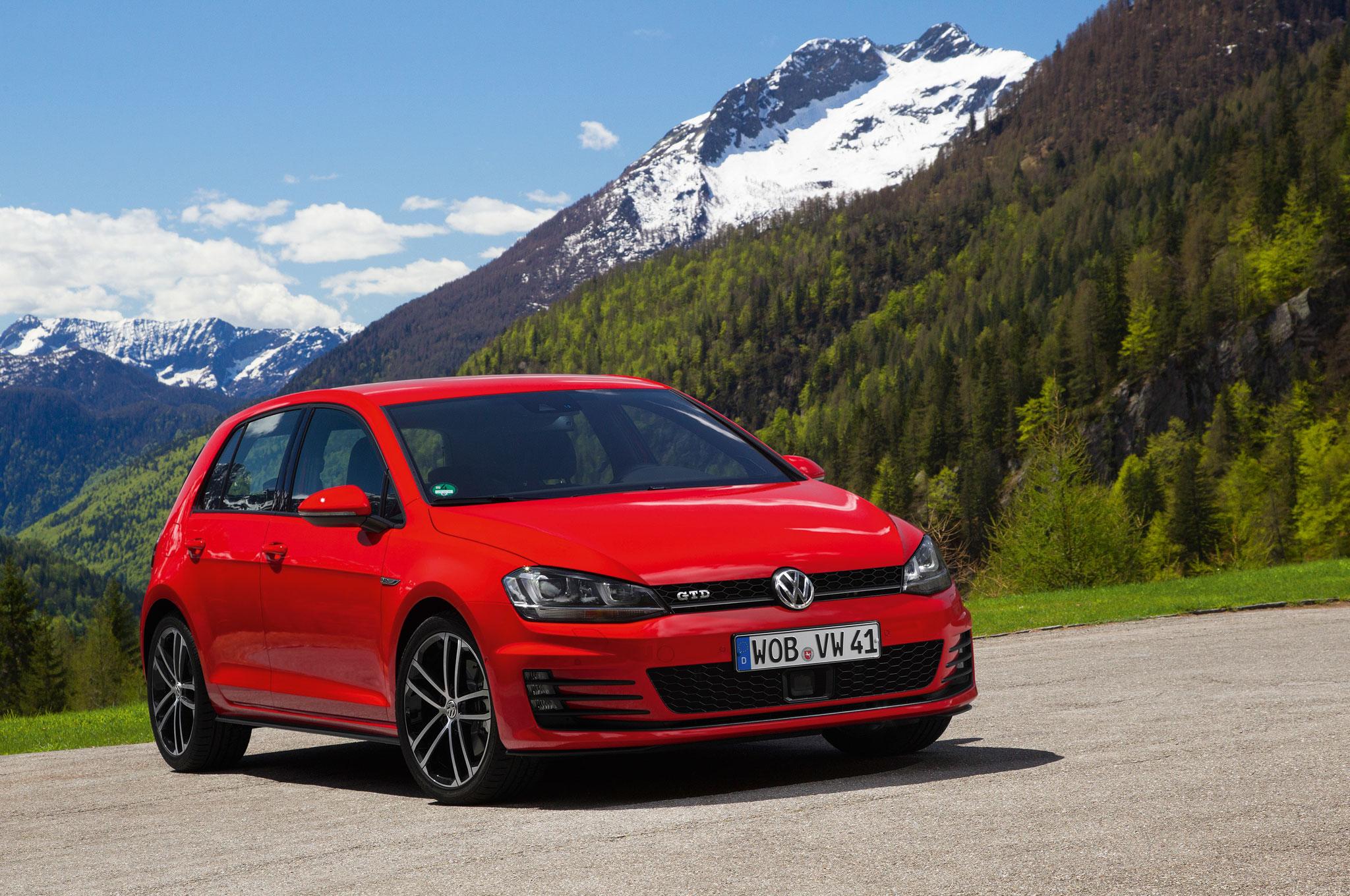 2014 Volkswagen GTD Front Right View1