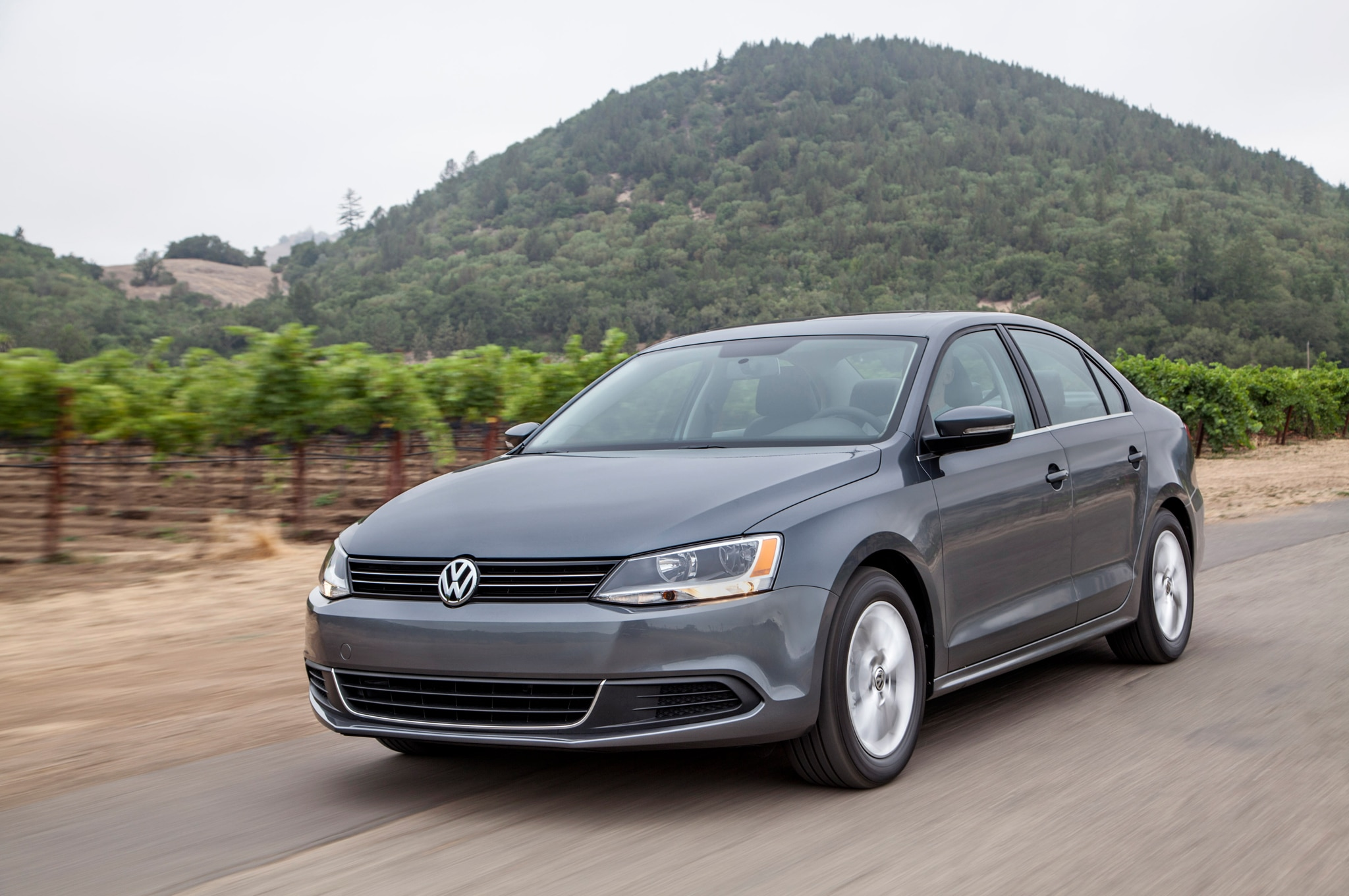 2014 Volkswagen Jetta Front Three Quarters1