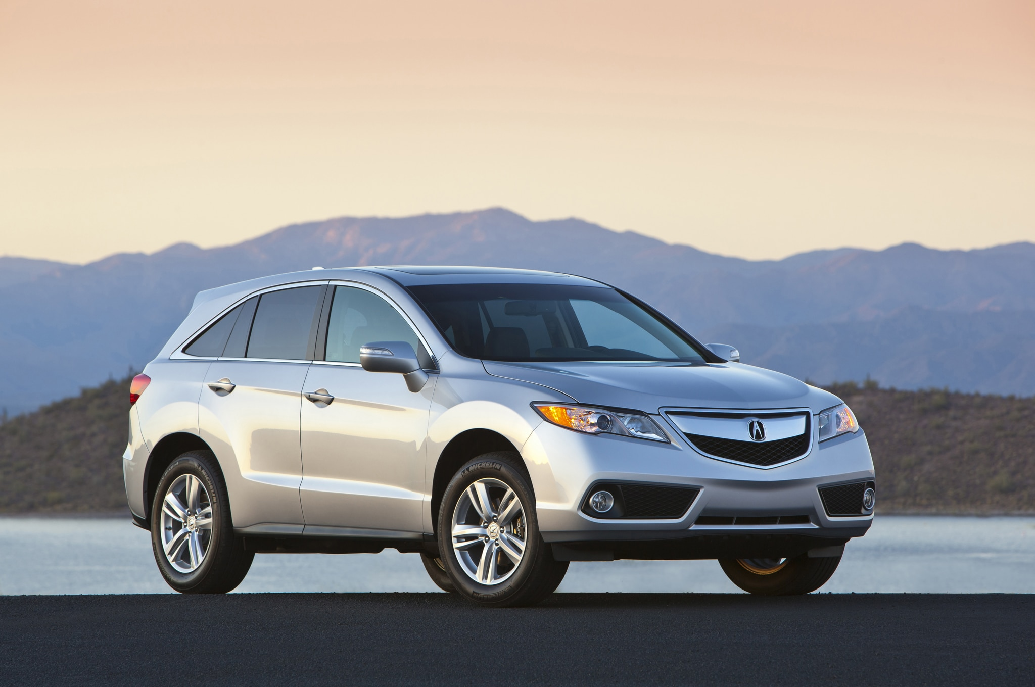 2015 Acura RDX Front Three Quarters1